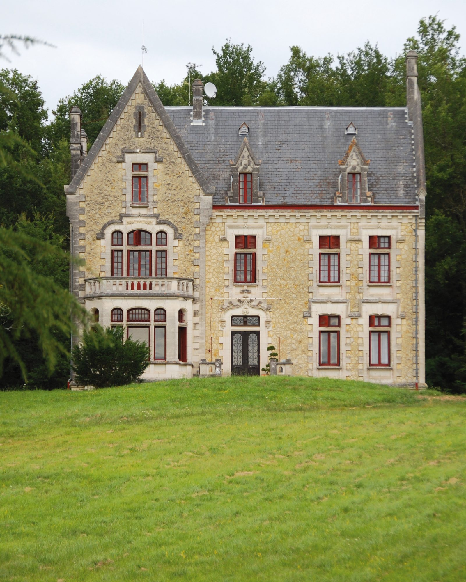 mr-mrs-smith-travel-hotels-wd0413-chateau-la-thuiliere-exterior.jpg