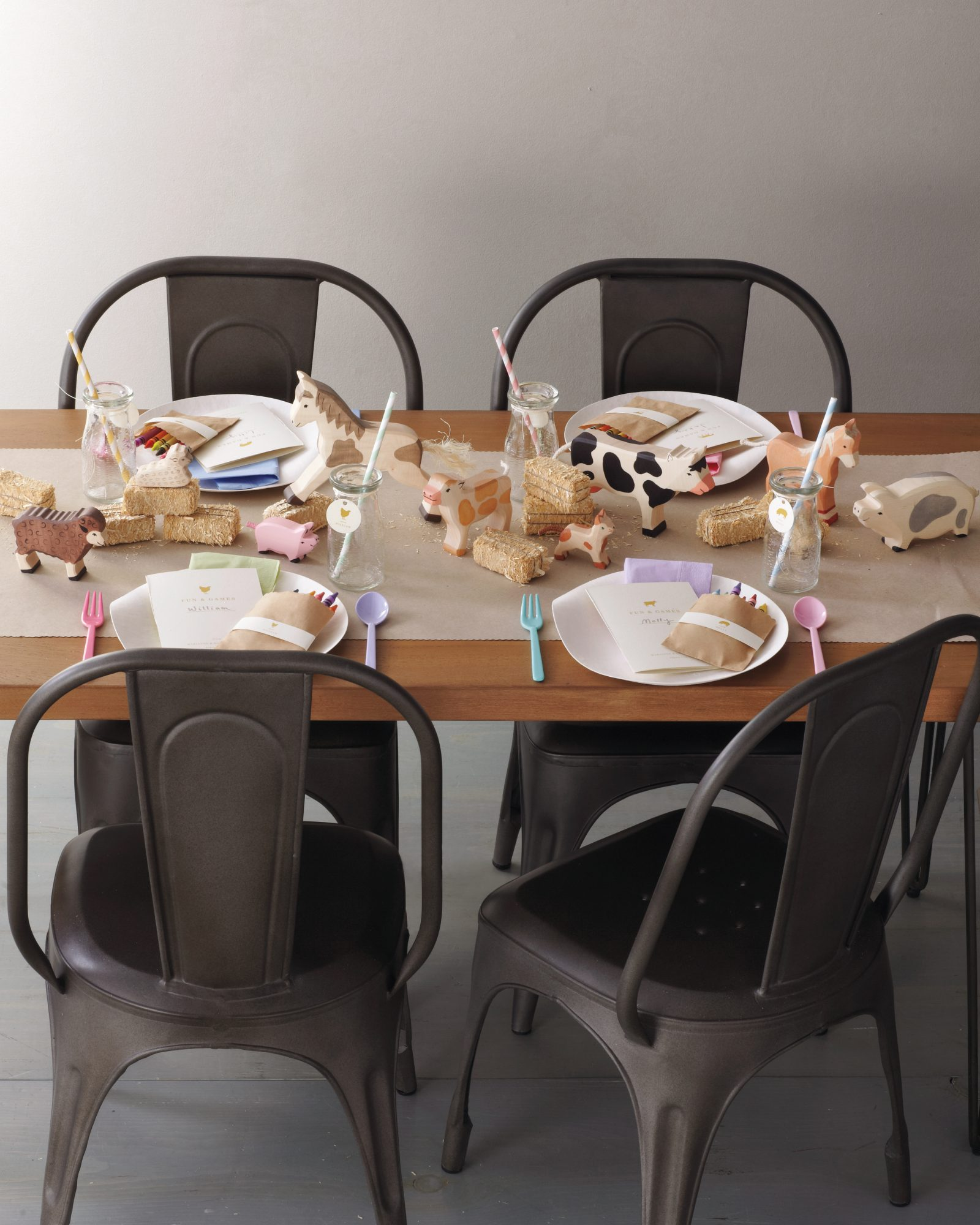 kids-table-052-mwd109799.jpg