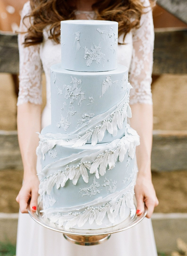 blue wedding cake feathers
