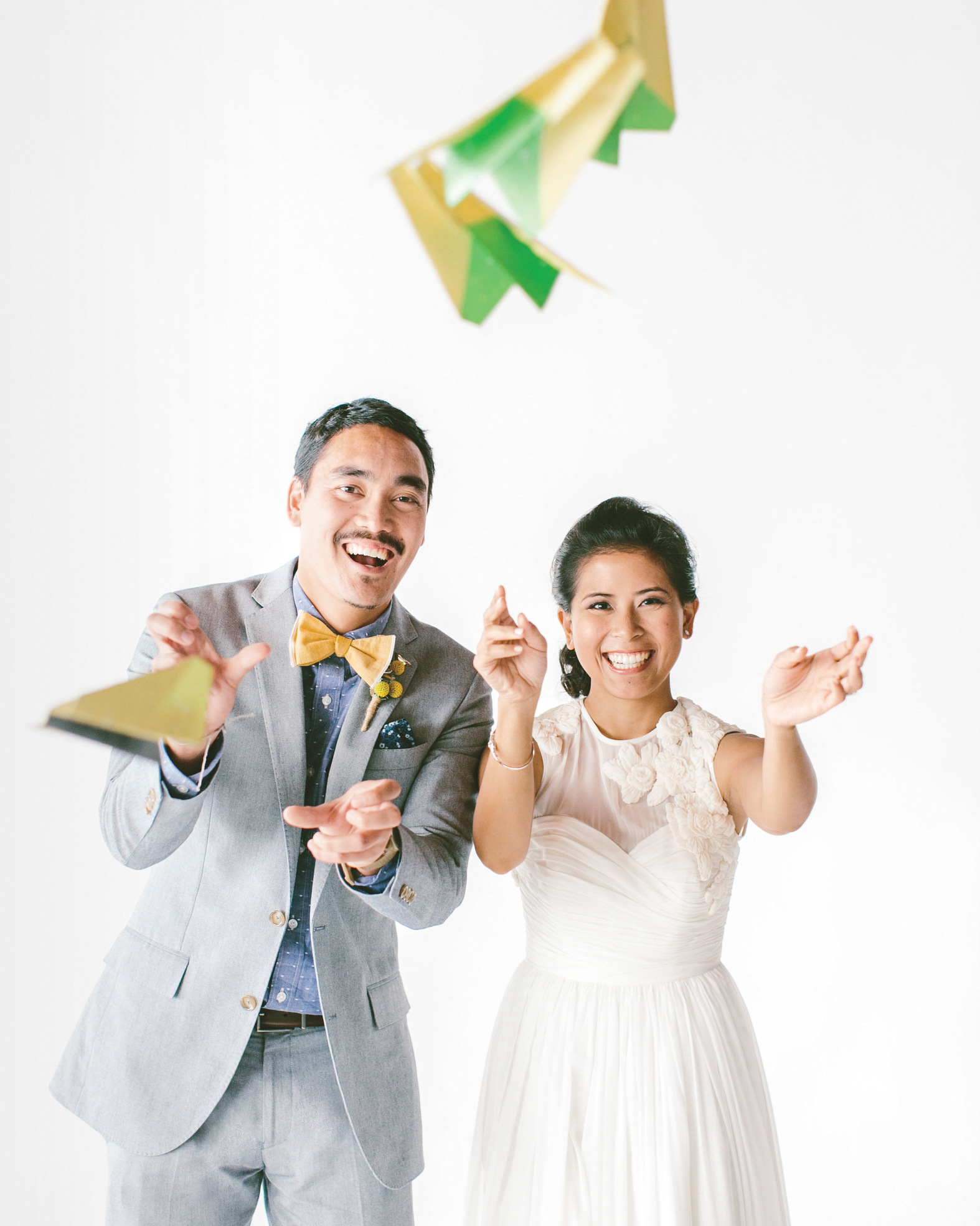 bride-groom-paper-airplanes-matt-melissa-top-selects42-mwds111011.jpg