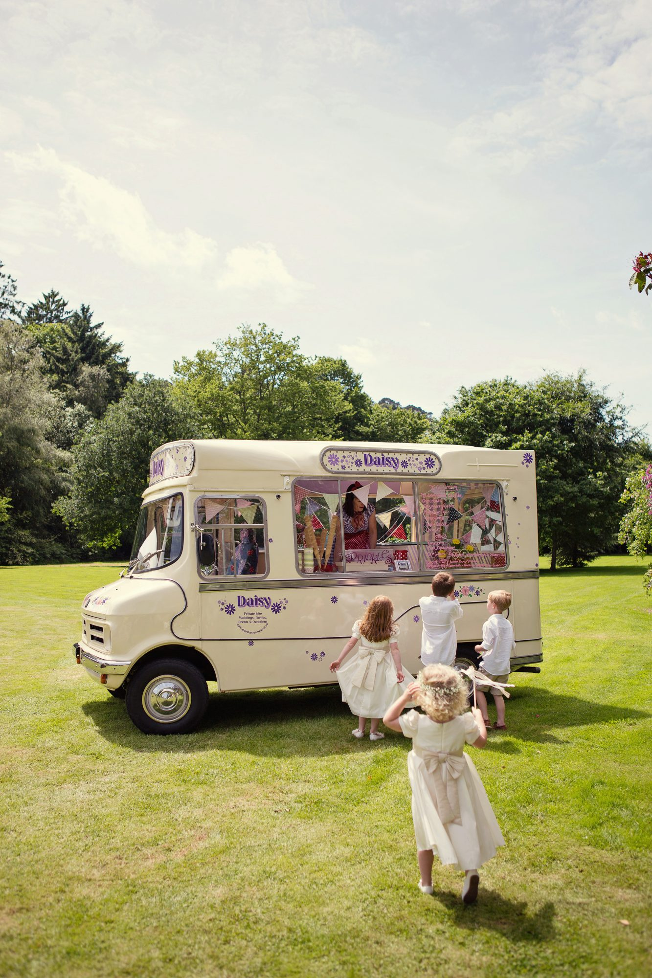 daisy vintage ice cream mobile food truck children guests