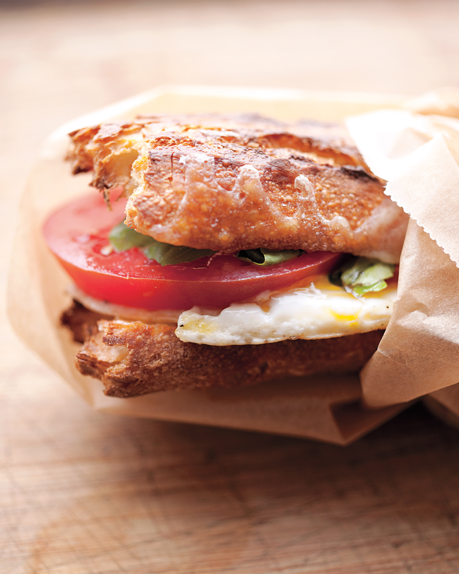 Egg-and-Tomato Breakfast Sandwich to Go