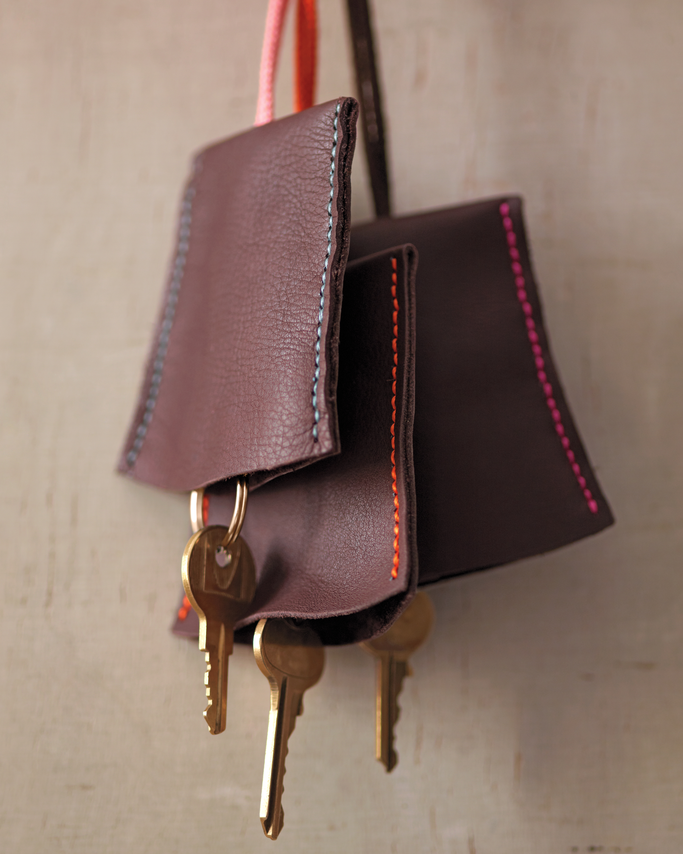 leather-keychain-holder-023-md110598.jpg