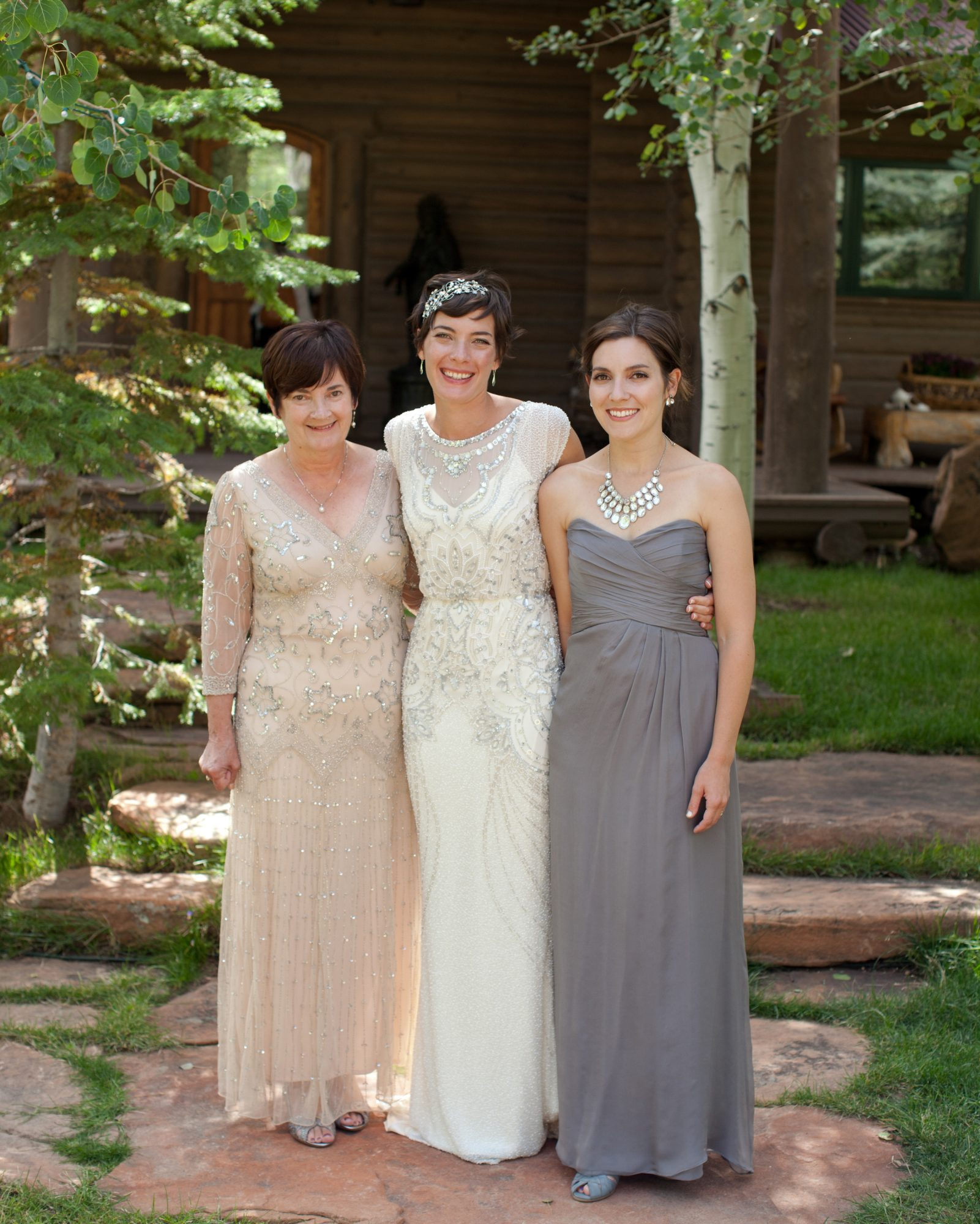 Should moms' outfits coordinate with the color palette and groomsmen and bridesmaid attire?