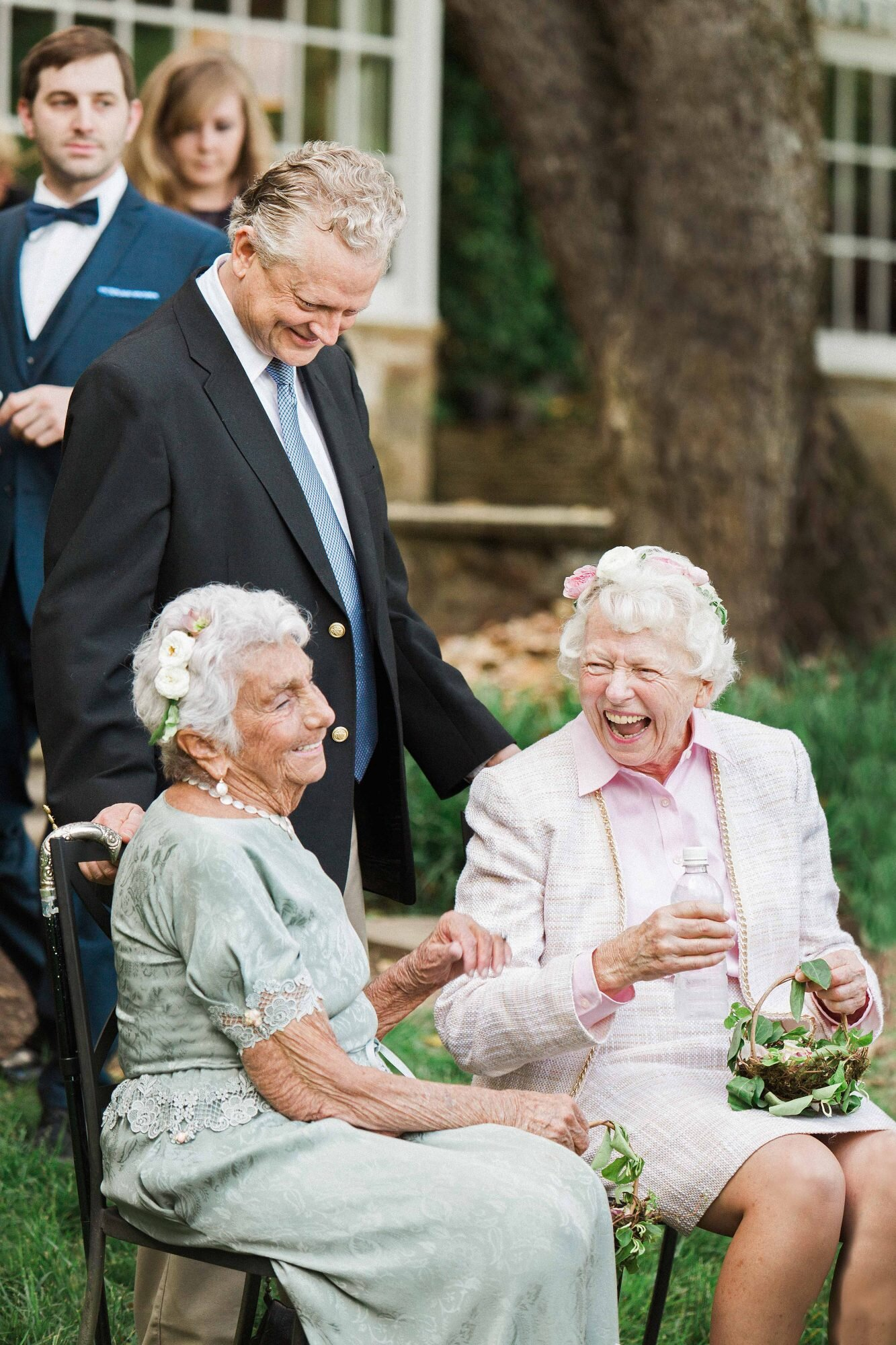 """These Adorable """"Flower Grannies"""" Will Convince You to Take on the Trend for  Your Wedding Invite your grandmas to be your flower girls"""