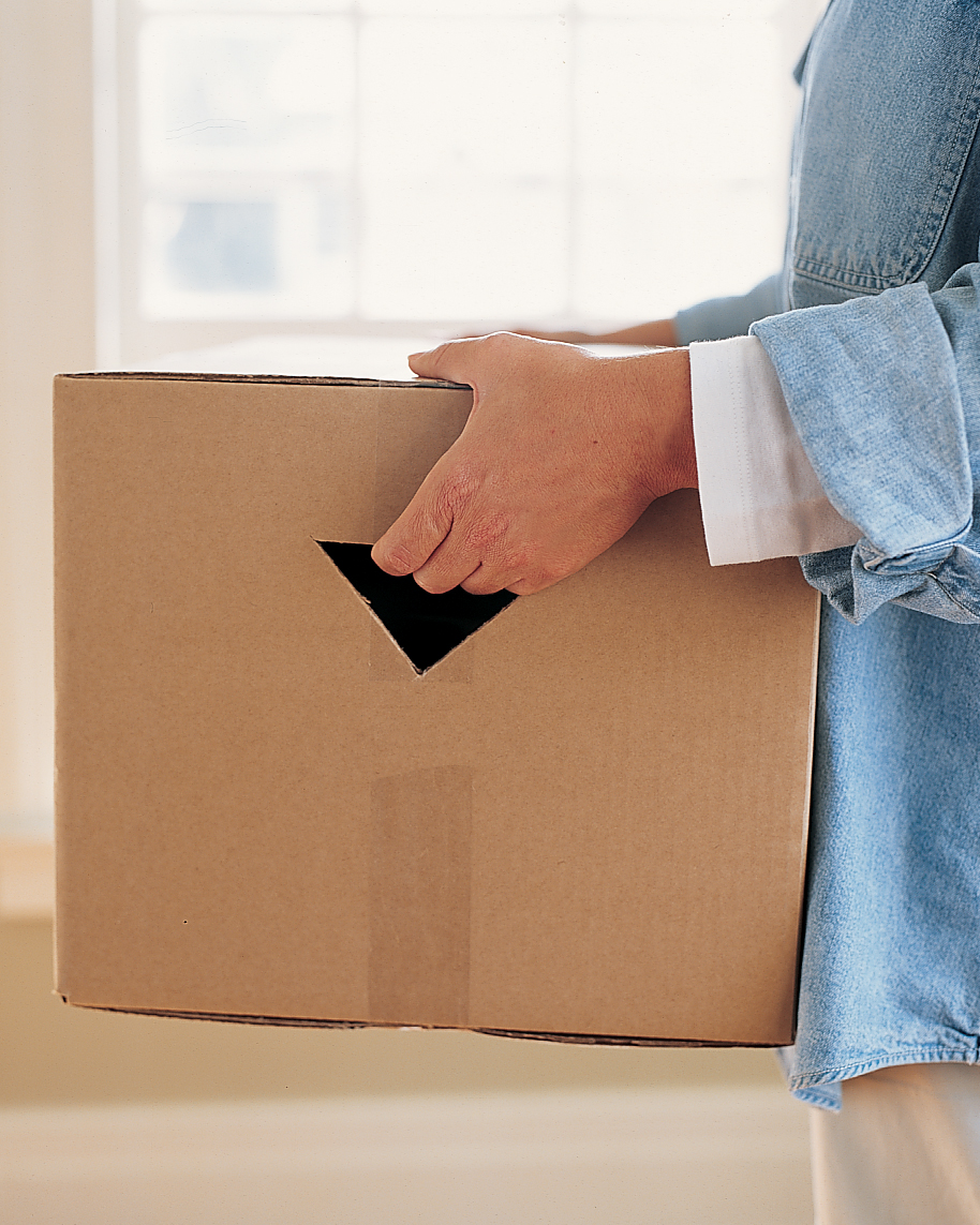 a100247_0903_moving_box_handle.jpg