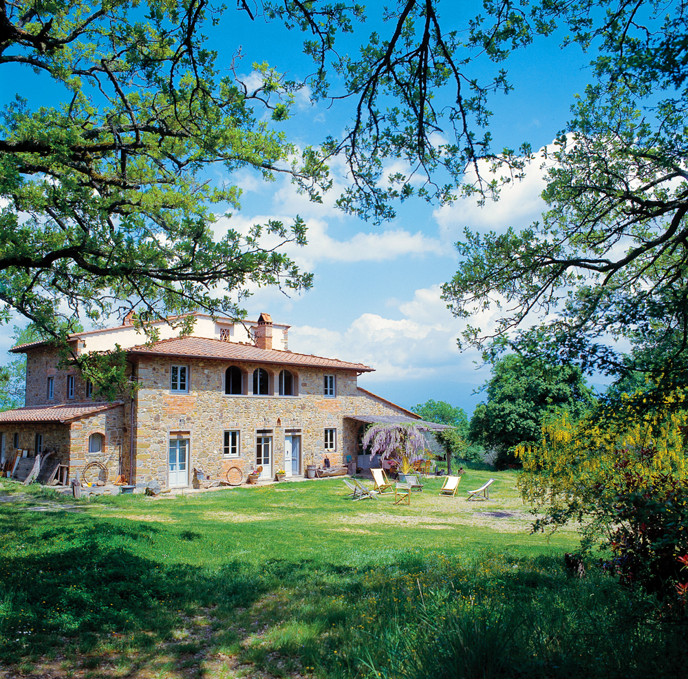 air bnb wedding venue tuscan villa surrounded by trees