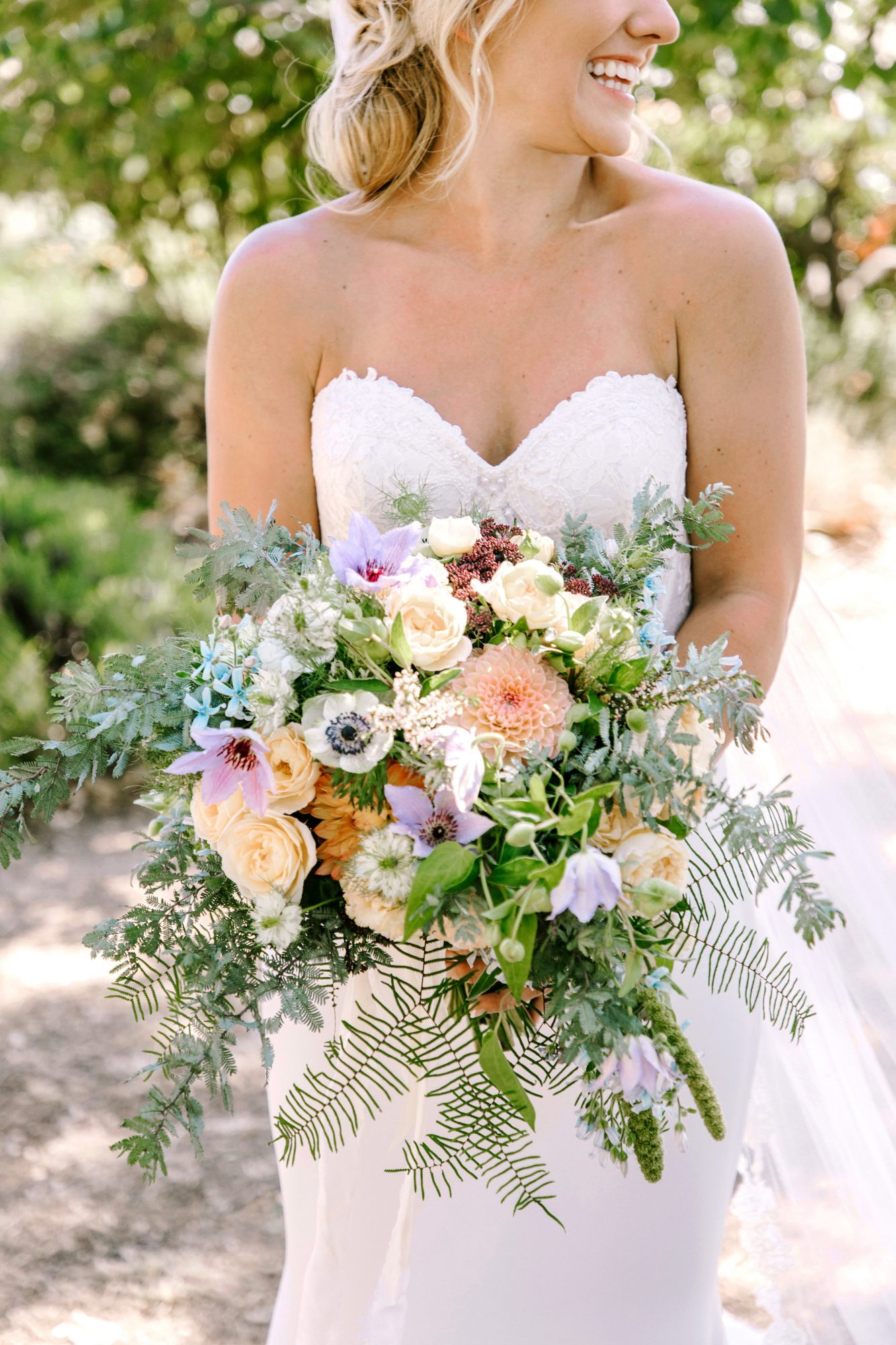 summer wedding bouquets the edges