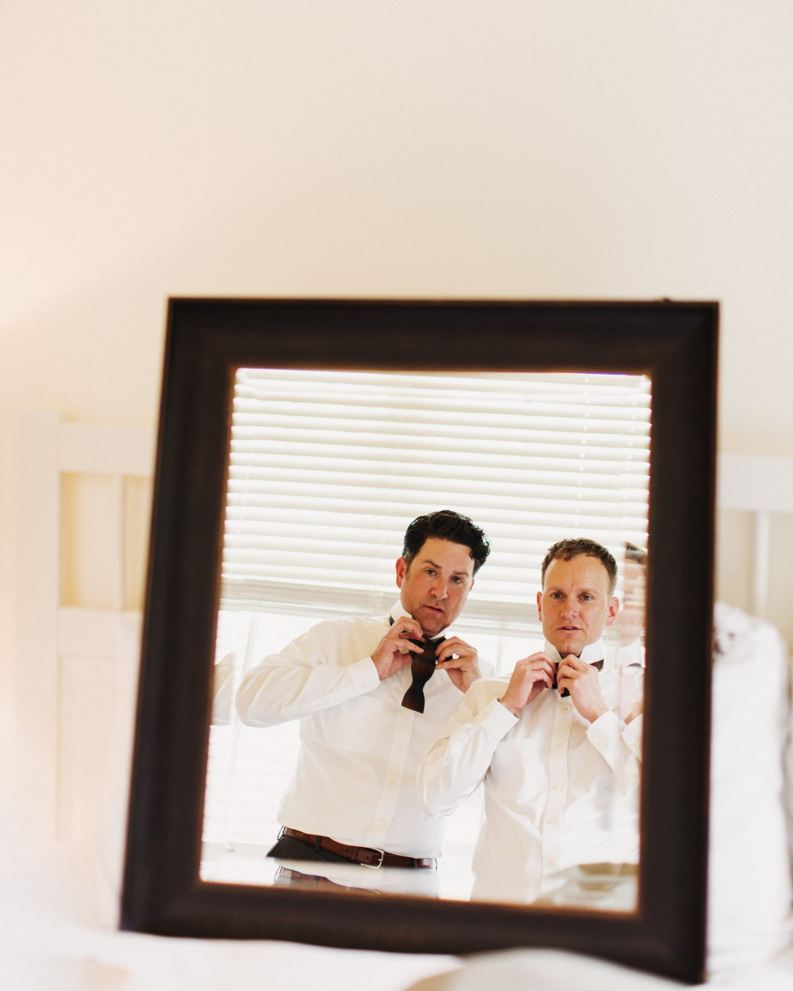 craig-andrew-wedding-gettingready-031-s111833-0215.jpg
