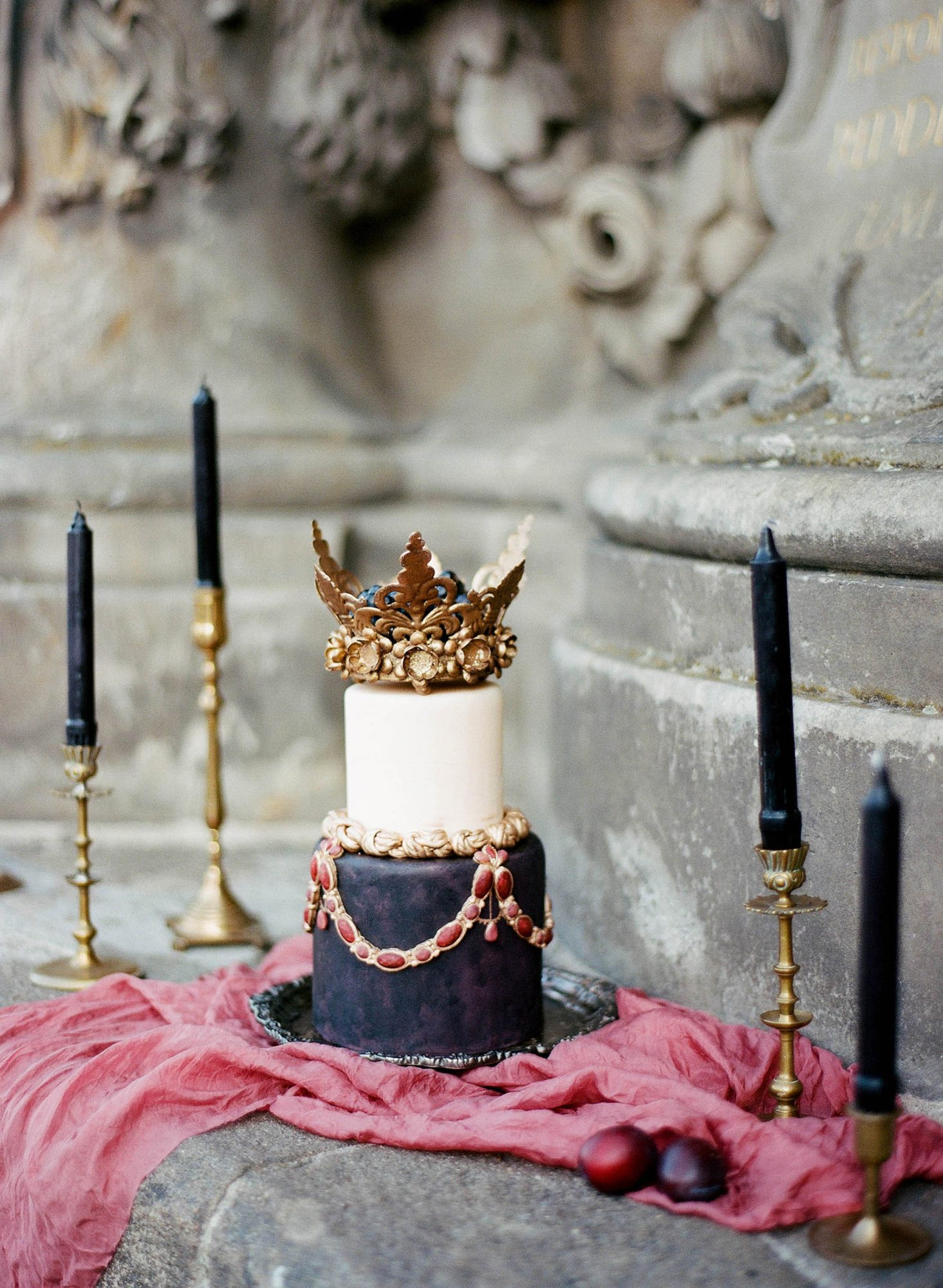 Small Wedding Cake with Crown