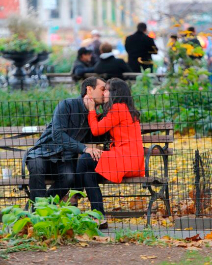 proposals-almost-gone-wrong-katie-john-kissing-0815.jpg