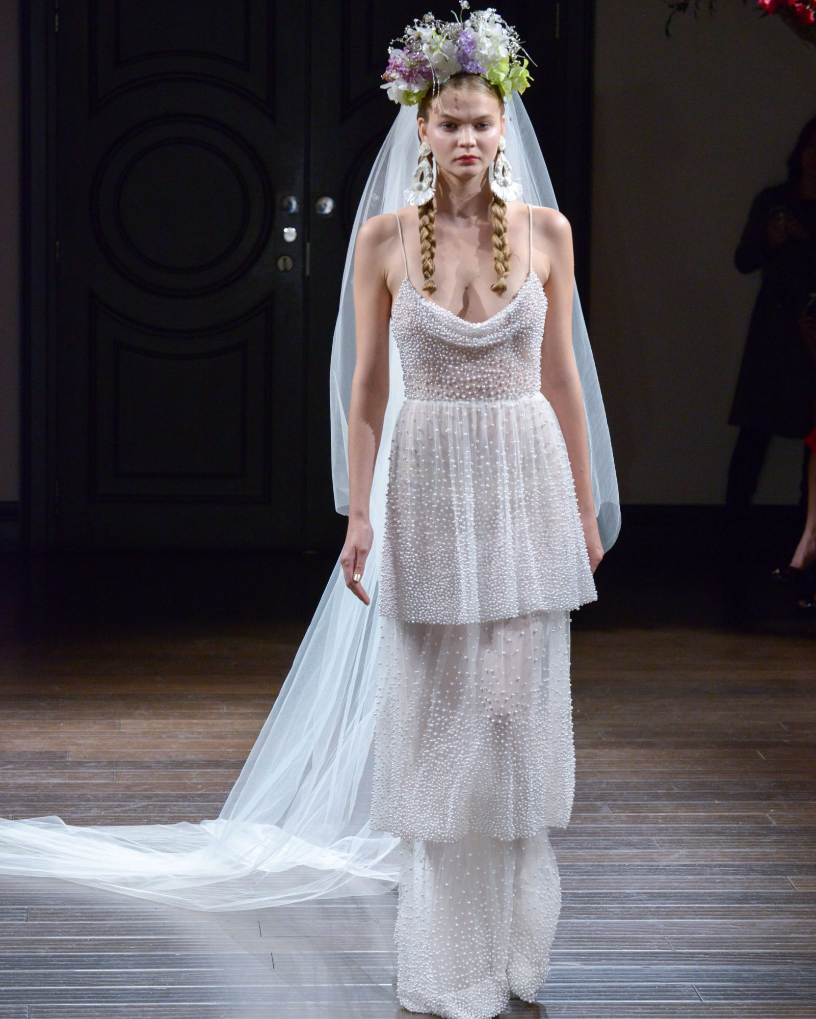 naeem-khan-fall2016-d112626-008.jpg