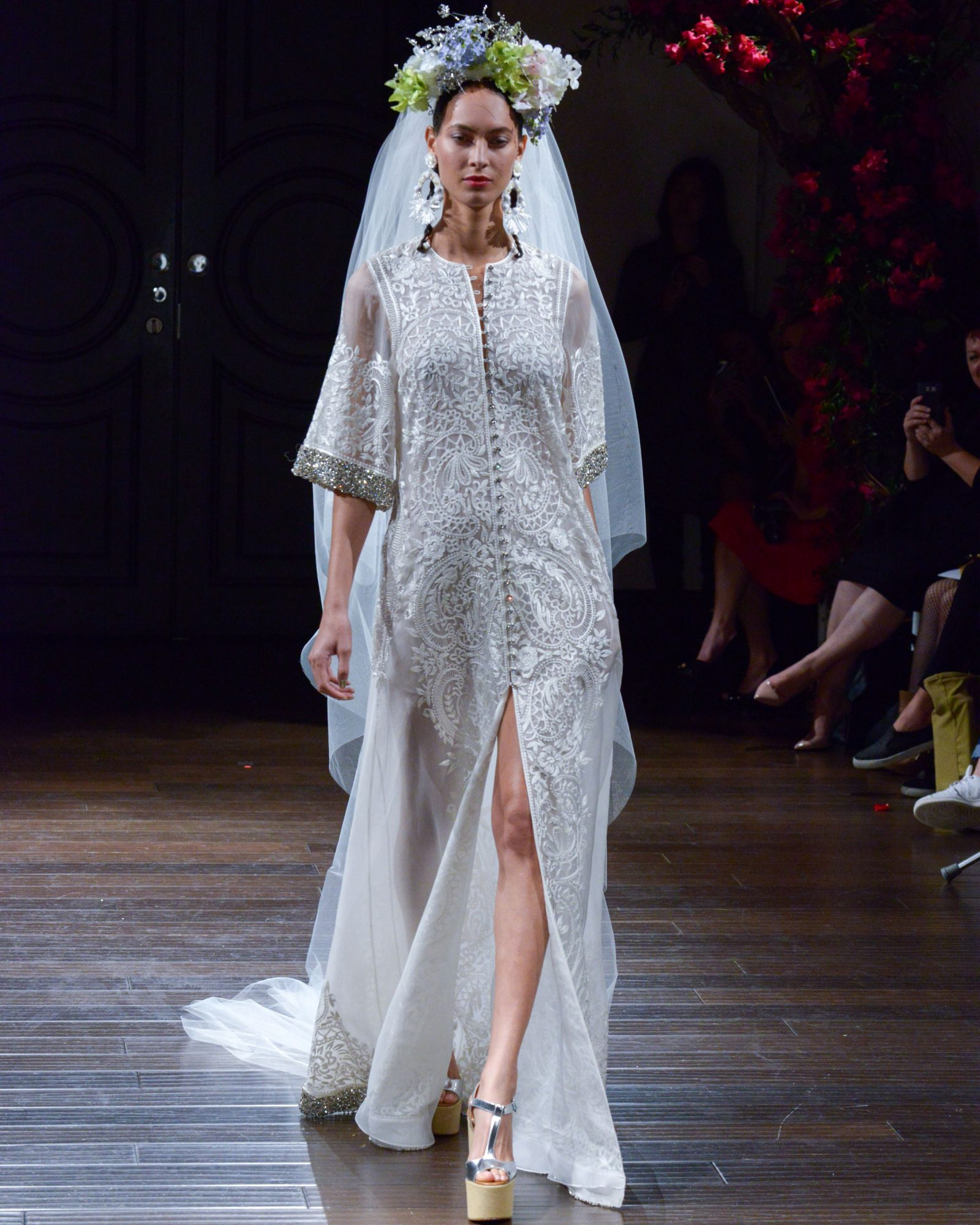 naeem-khan-fall2016-d112626-014.jpg