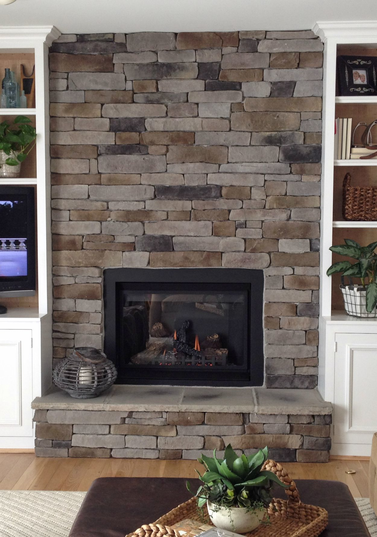stone-veneer-fireplace-0915.jpg (skyword:188130)
