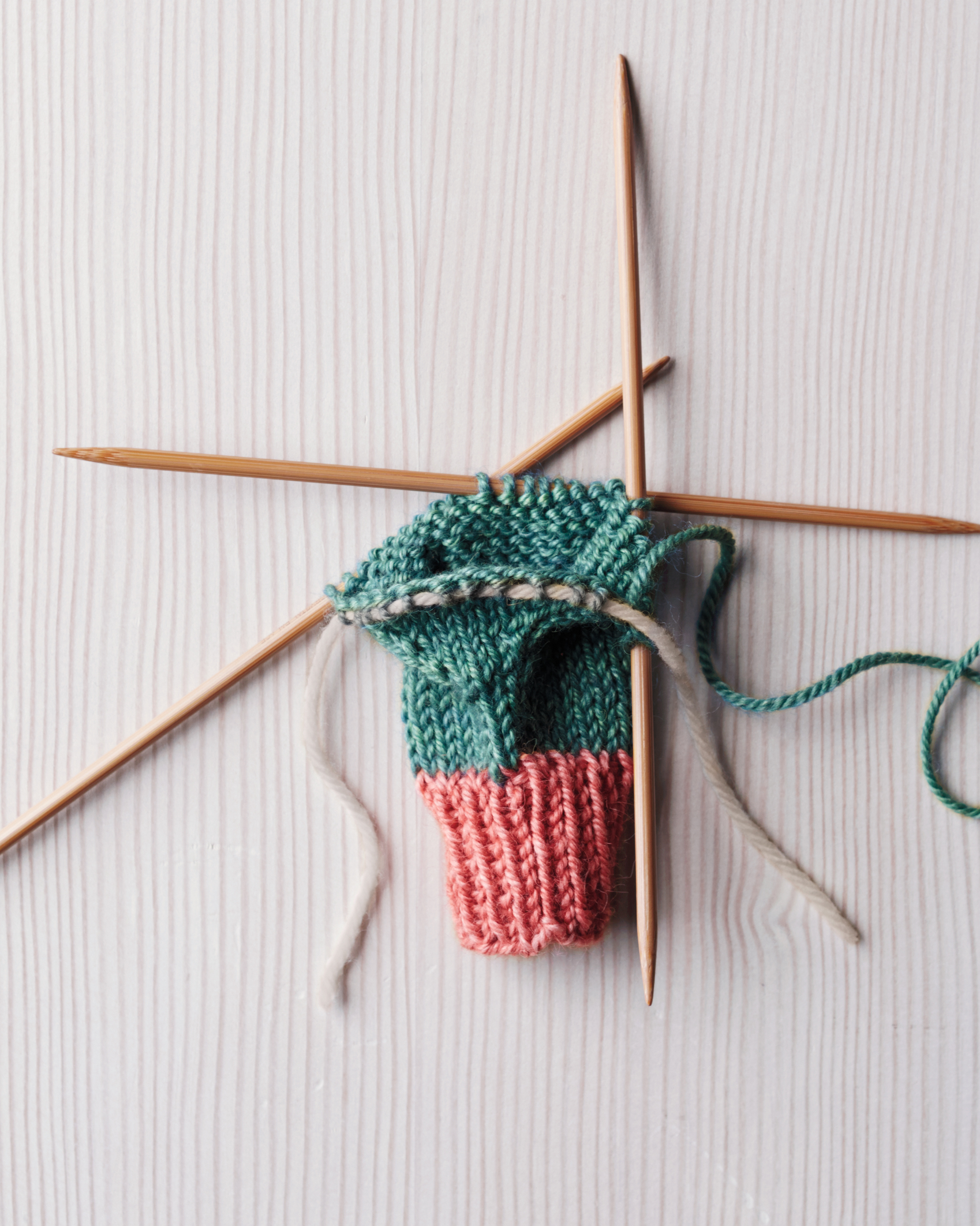 knit-mittens-how-to-step2-105-d112295.jpg