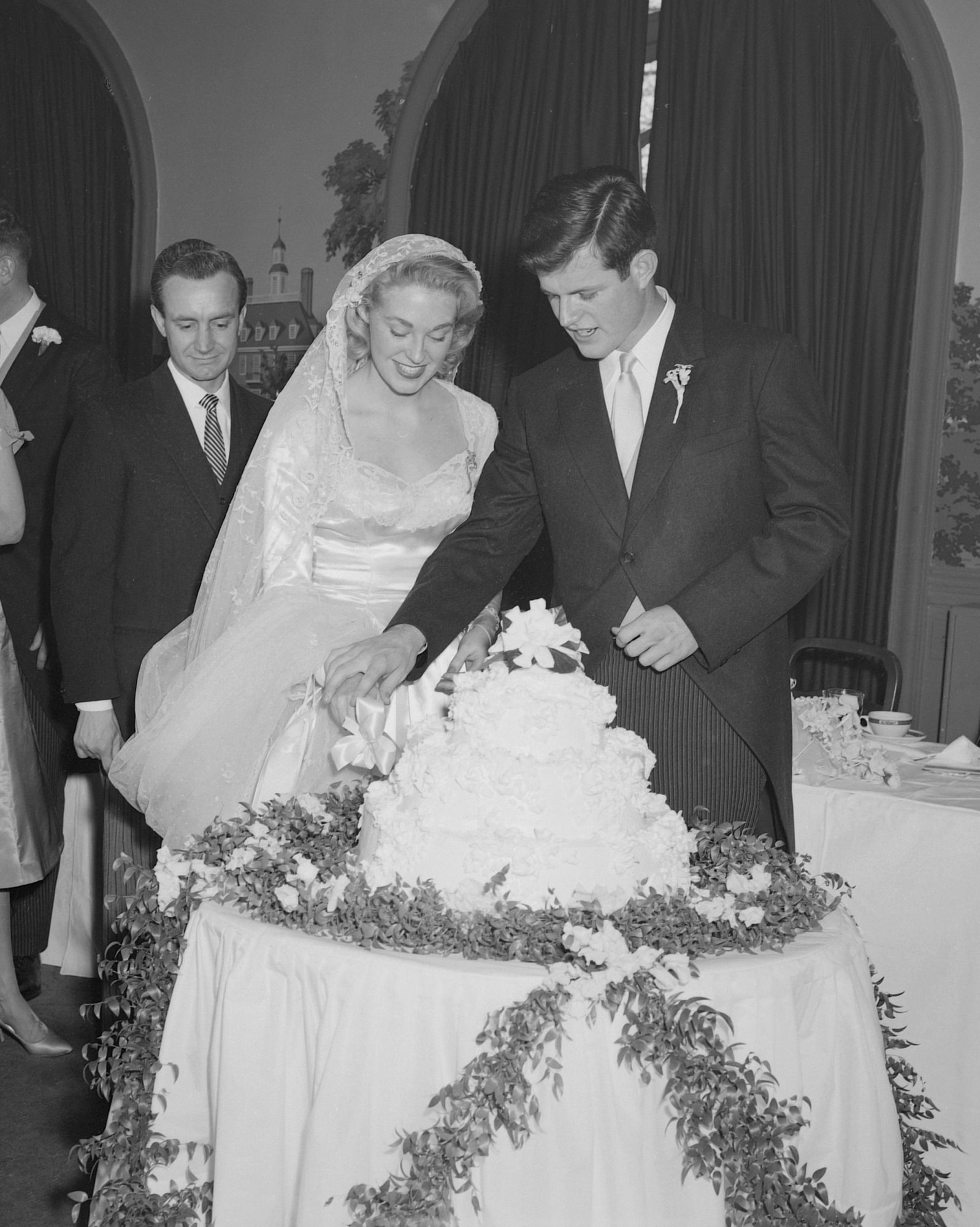 celebrity-vintage-wedding-cakes-ted-kennedy-83931385-1015.jpg