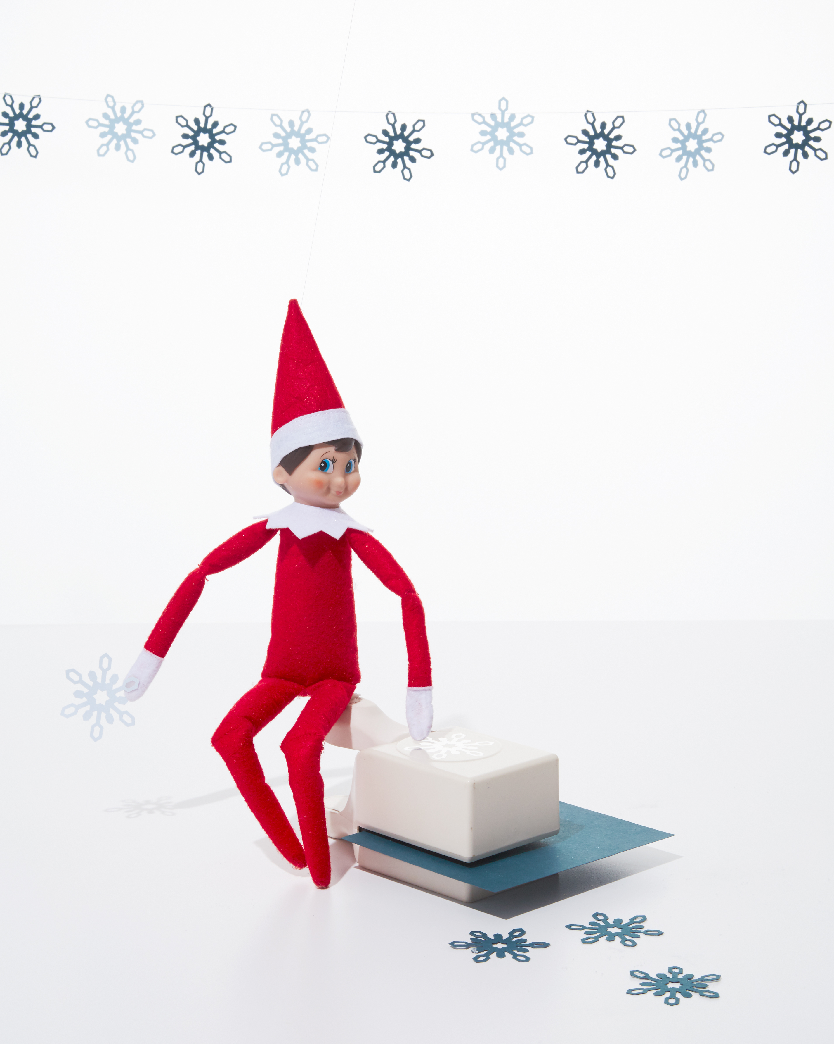 elf-on-shelf-snowflake-0297-d112640-1215.jpg