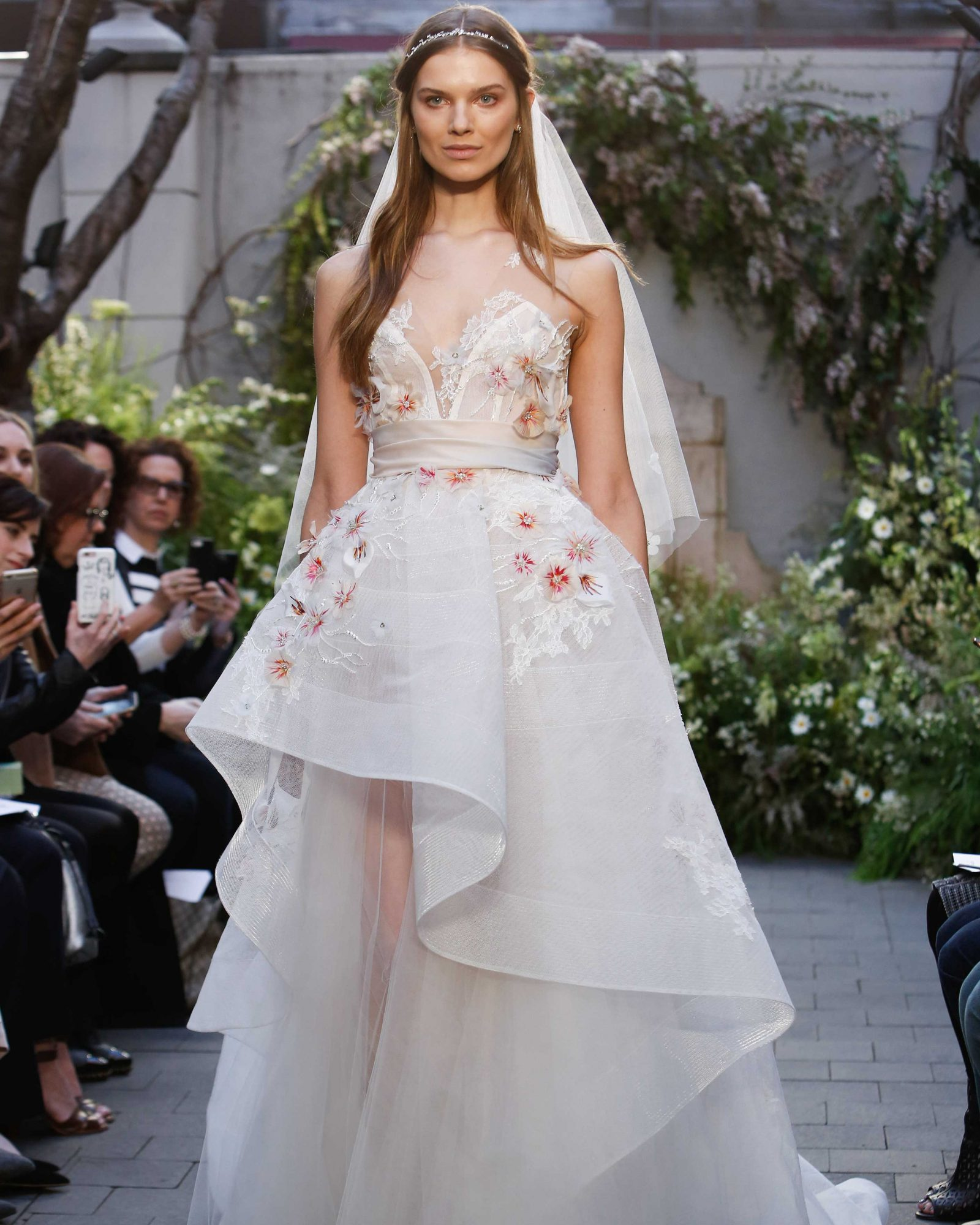 monique-lhuillier-spring2017-d113026-001.jpg