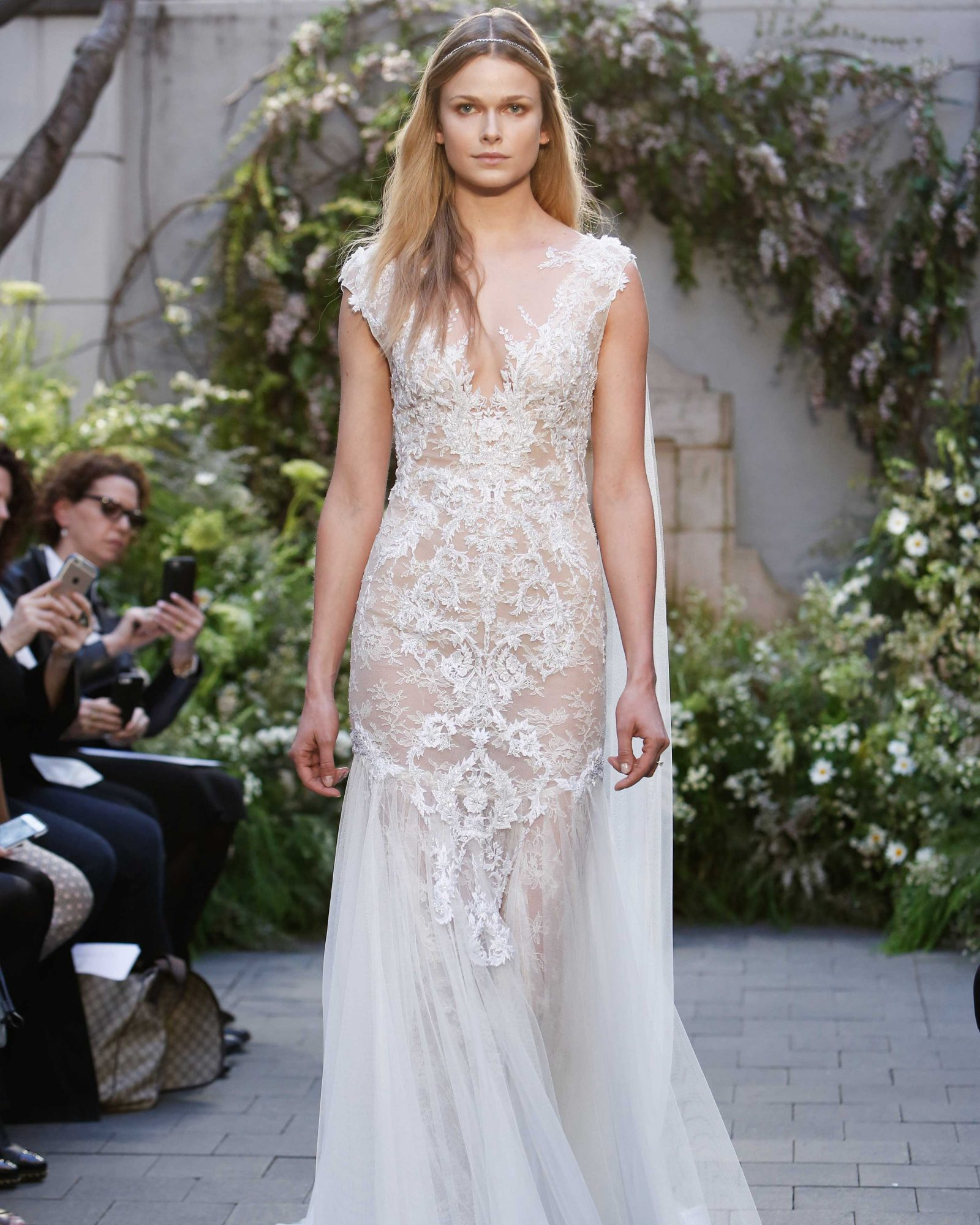 monique-lhuillier-spring2017-d113026-015.jpg