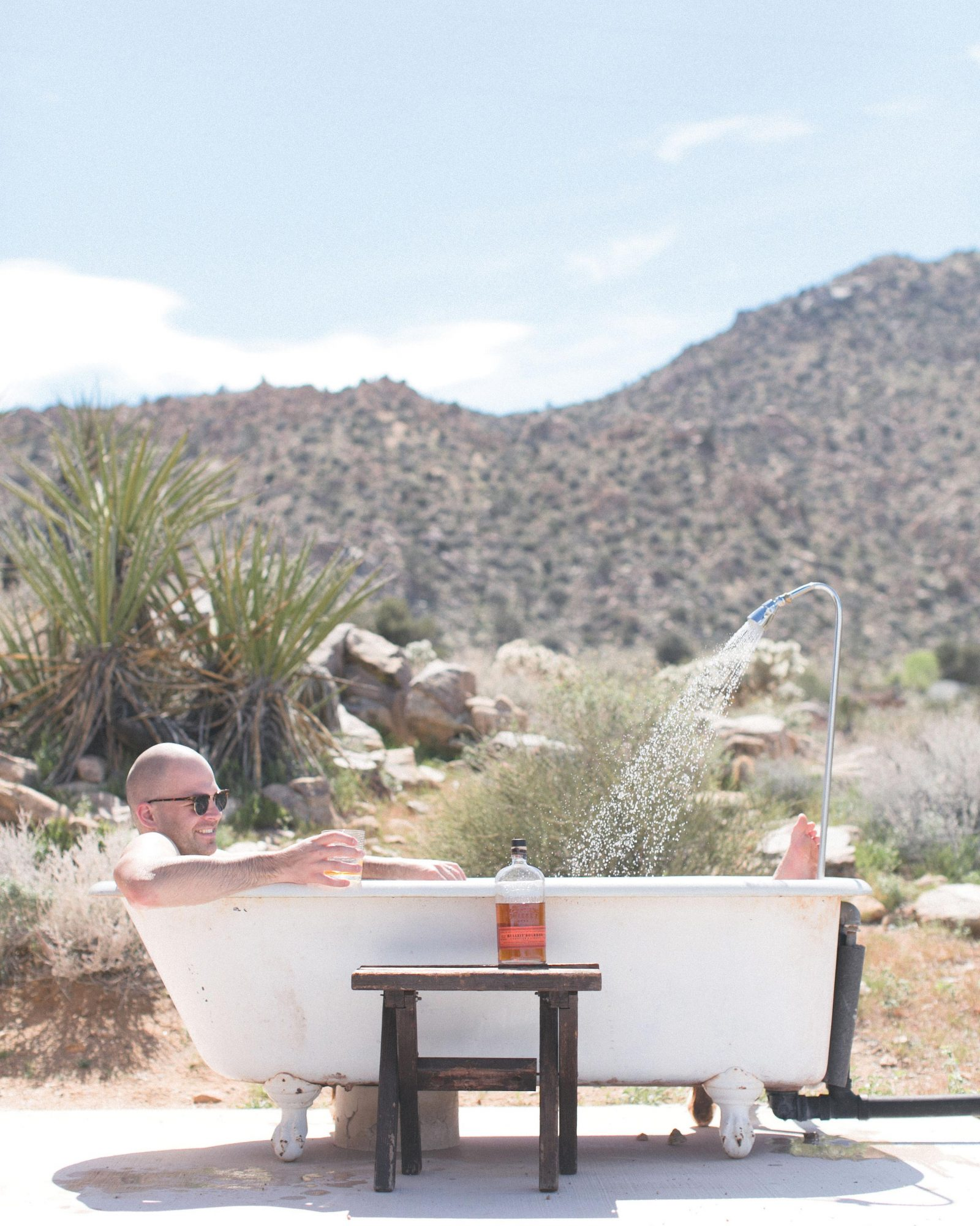 travel-honeymoon-diaries-air-bnb-joshua-tree-bath-tub-outdoor-s112941.jpg