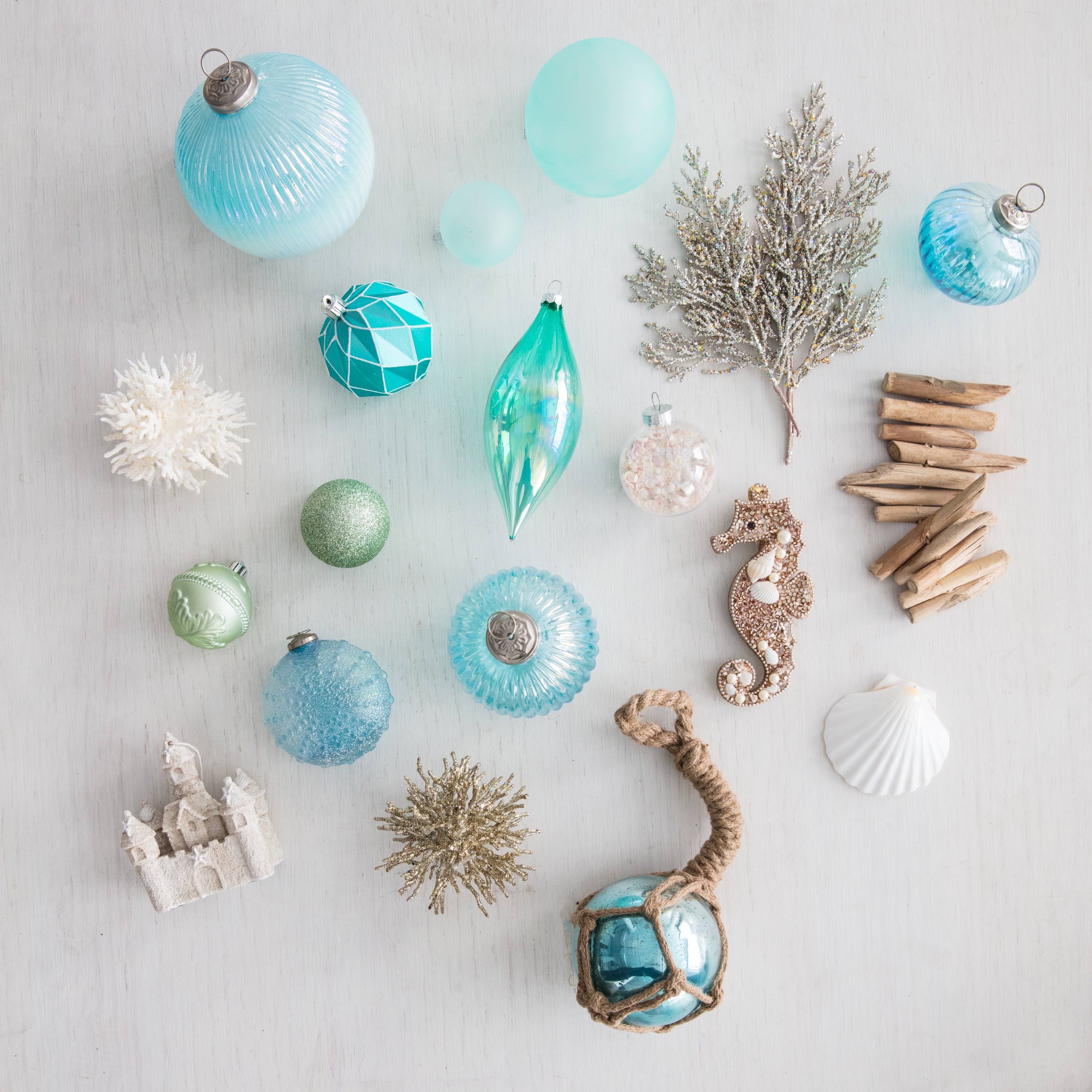 Beach Christmas Tree Topper: How To Decorate A Beach-Themed Christmas Tree With