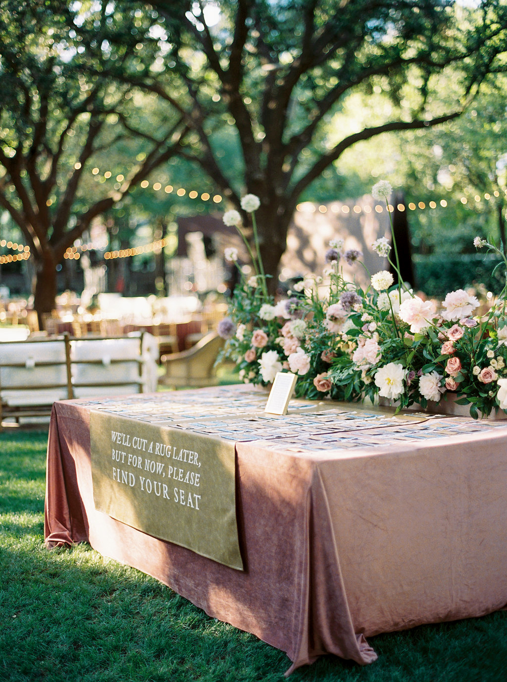 place cards table with flowers