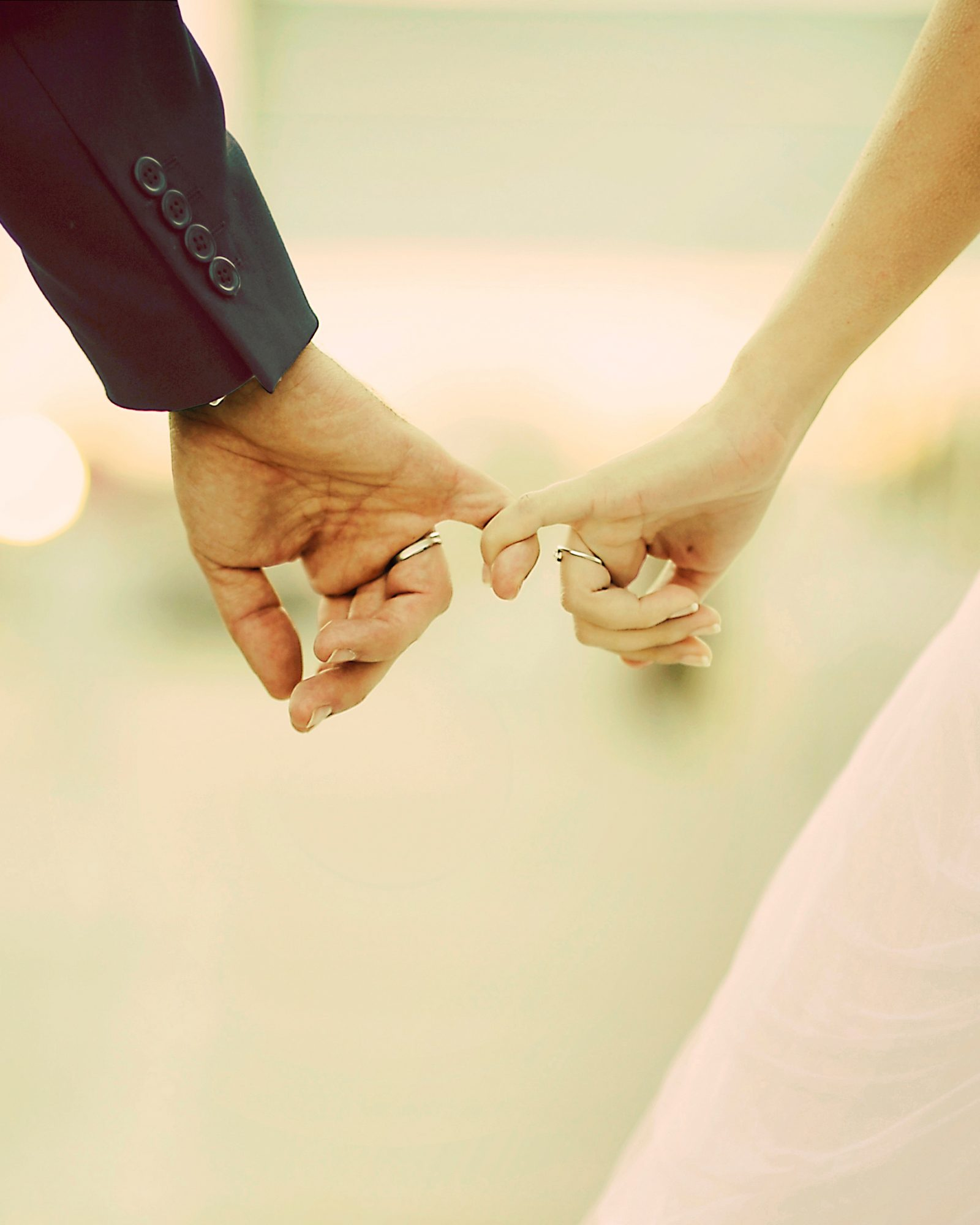 love-fingers-bride-groom-pinky-promise-0116.jpg