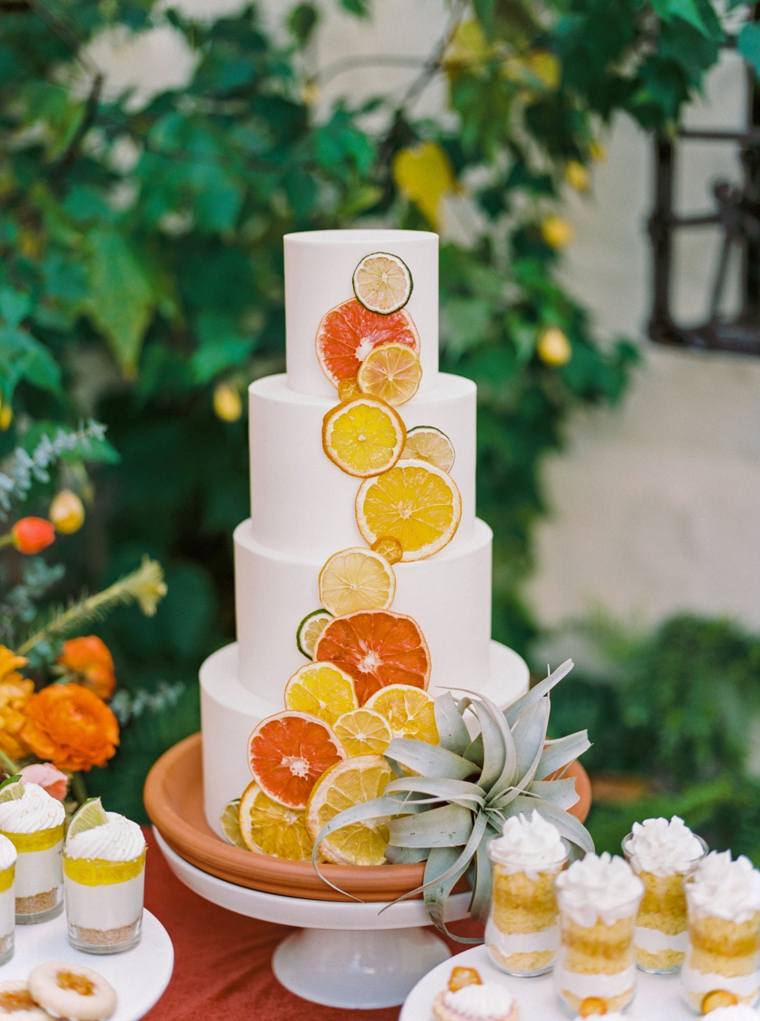 summer wedding cakes citrus slices