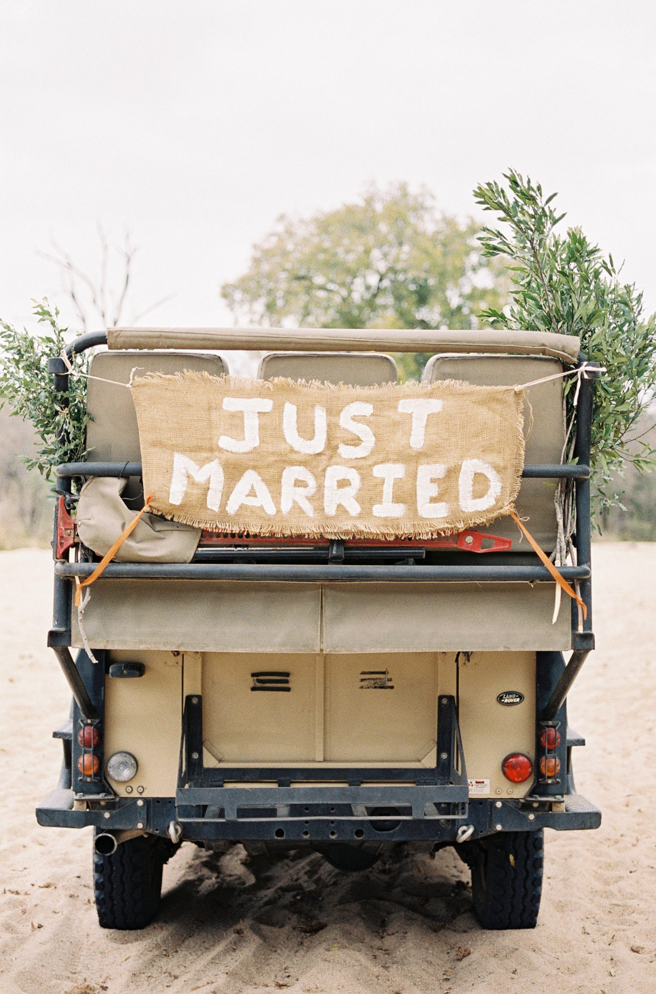 just married sign off road vehicle jeep
