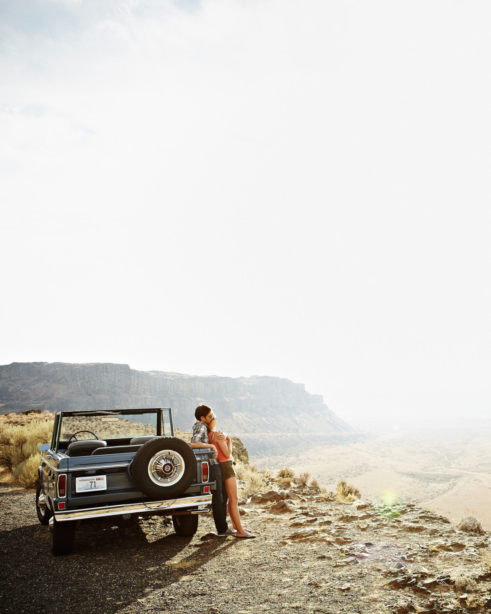 dreamy-drives-couple-resting-on-car-0216.jpg
