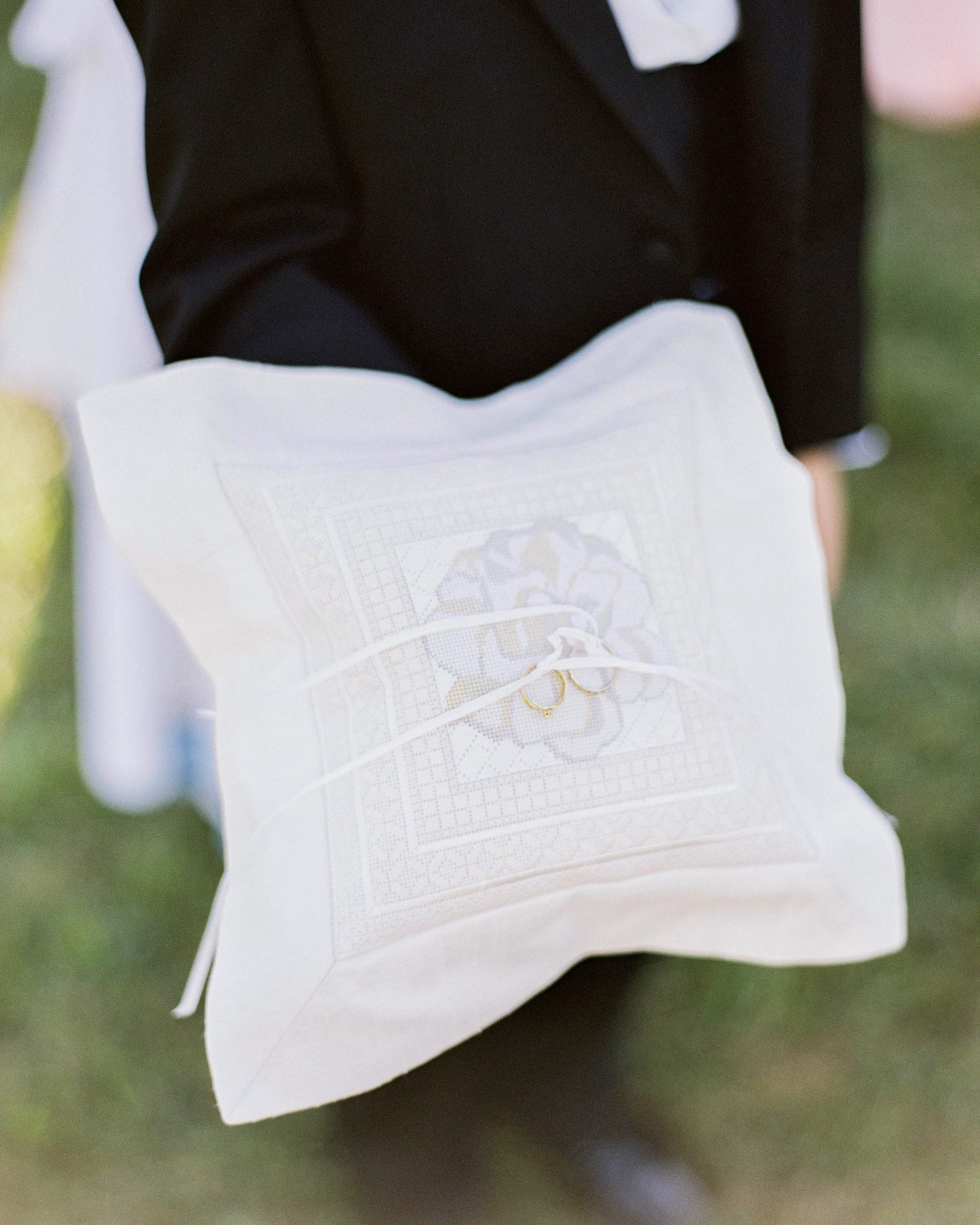 amy-garrison-wedding-ringpillow-00636-6134266-0816.jpg