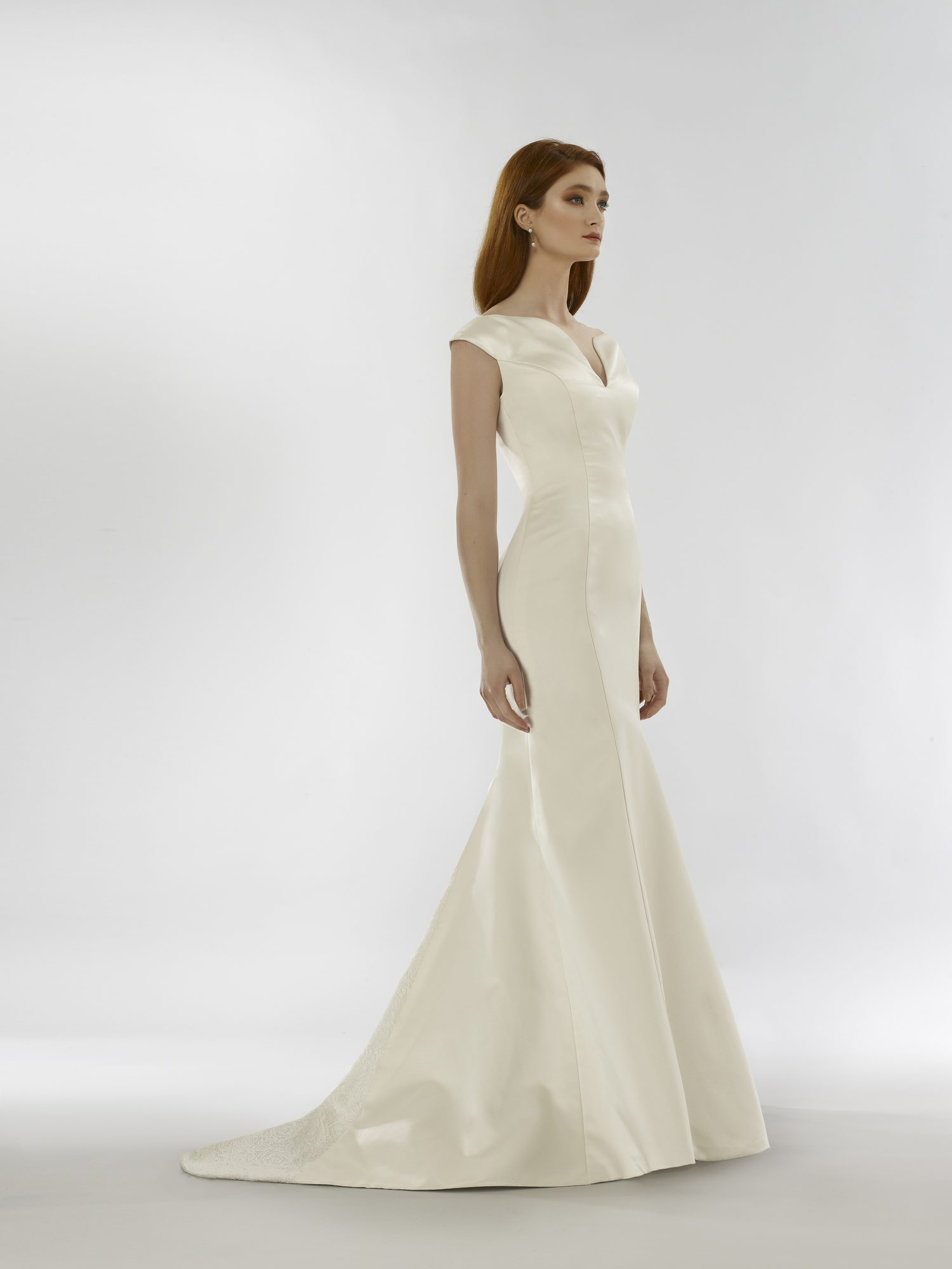 Mermaid wedding dress with V-neckline and cap sleeves