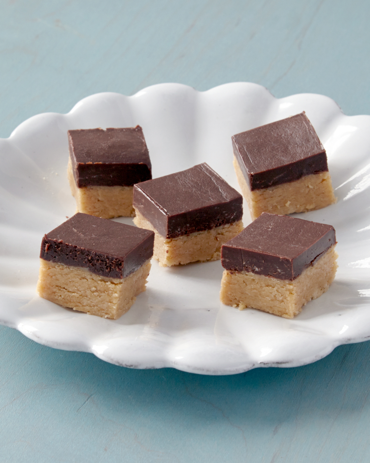 chocolate-peanut-butter-fudge-0539-d112420.jpg