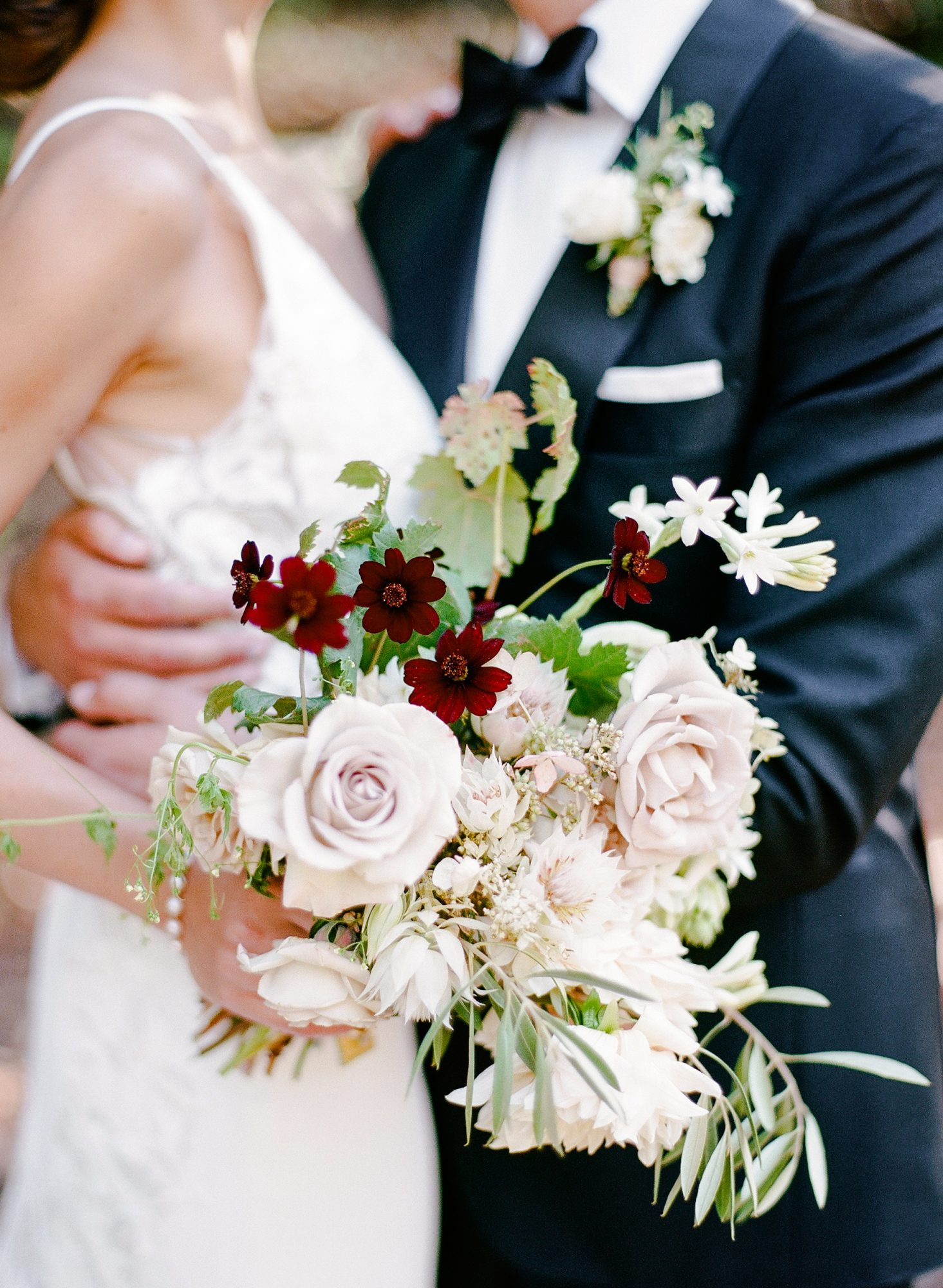 cristina chris wedding couple flowers bouquet