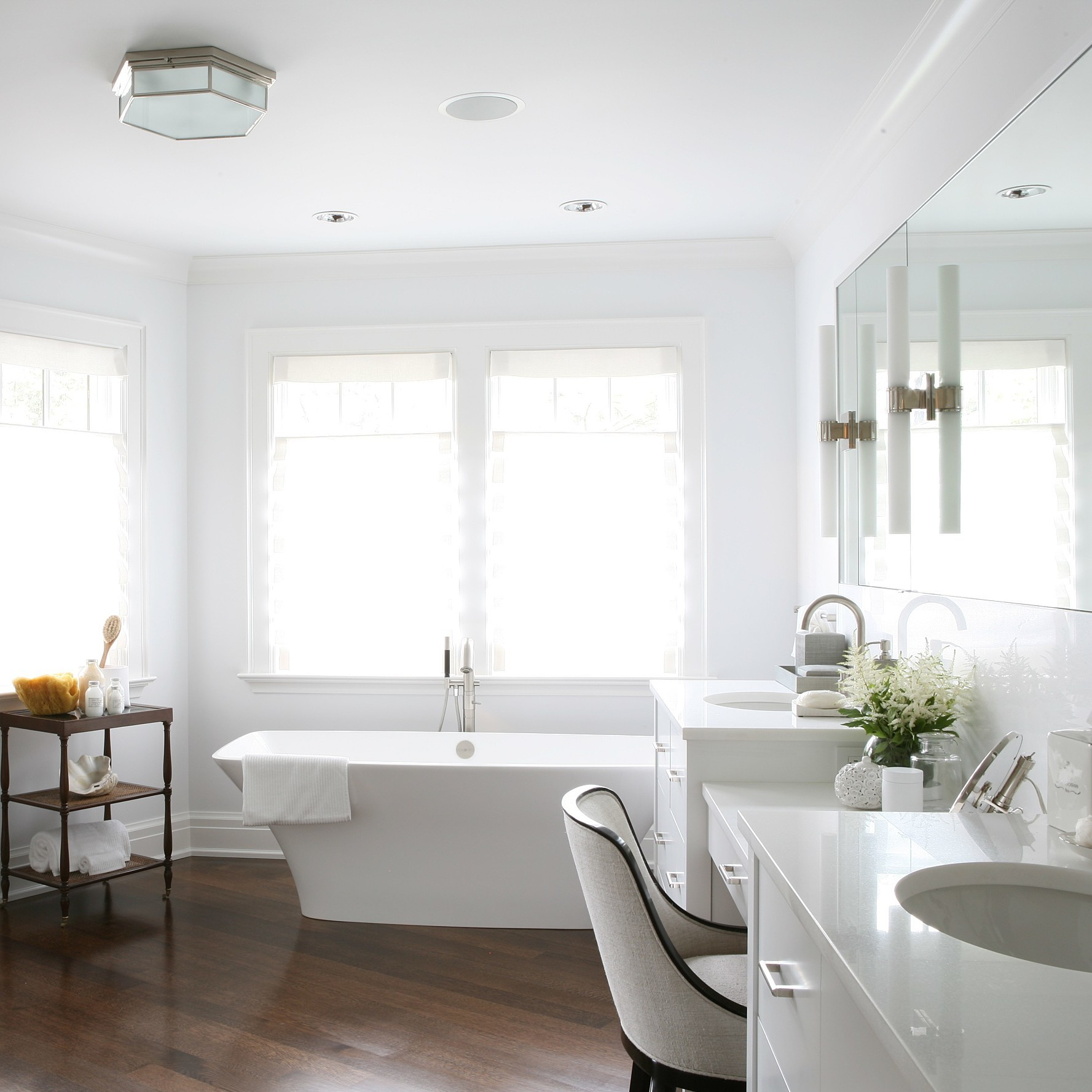 clean-white-bath-1016.jpg (skyword:349561)