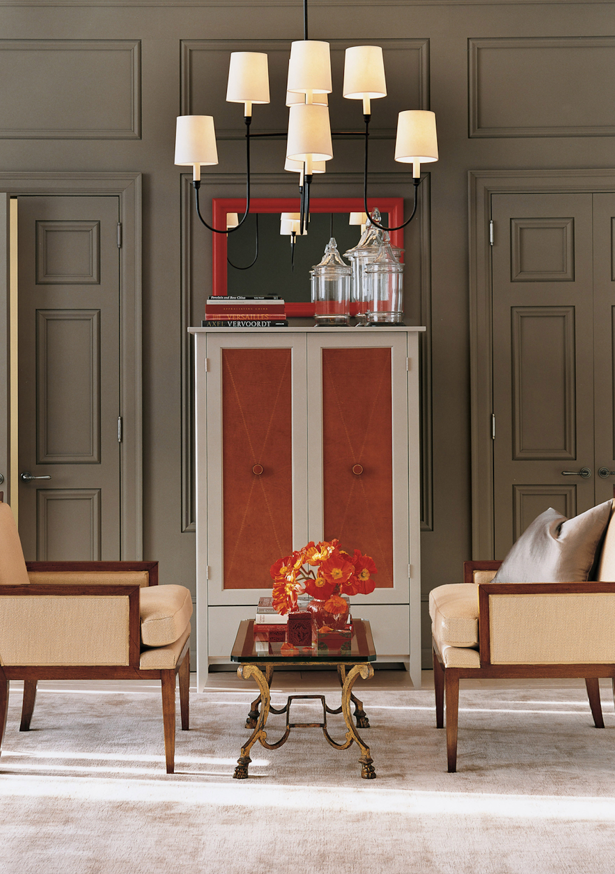 red-accents-chairs-1016.jpg (skyword:349563)
