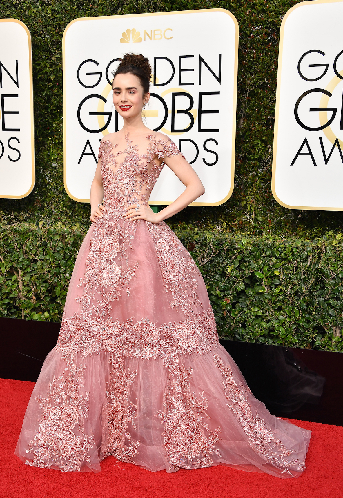 Lilly Collins Golden Globes 2017