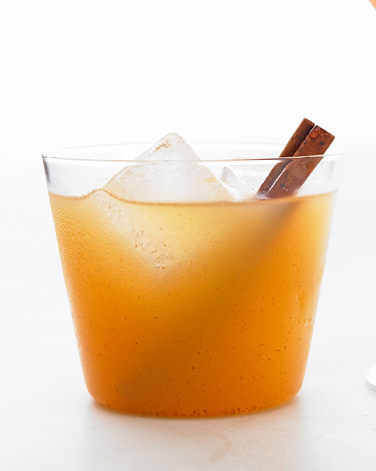winter-cocktails-apple-cinnamon-rum-1214.jpg