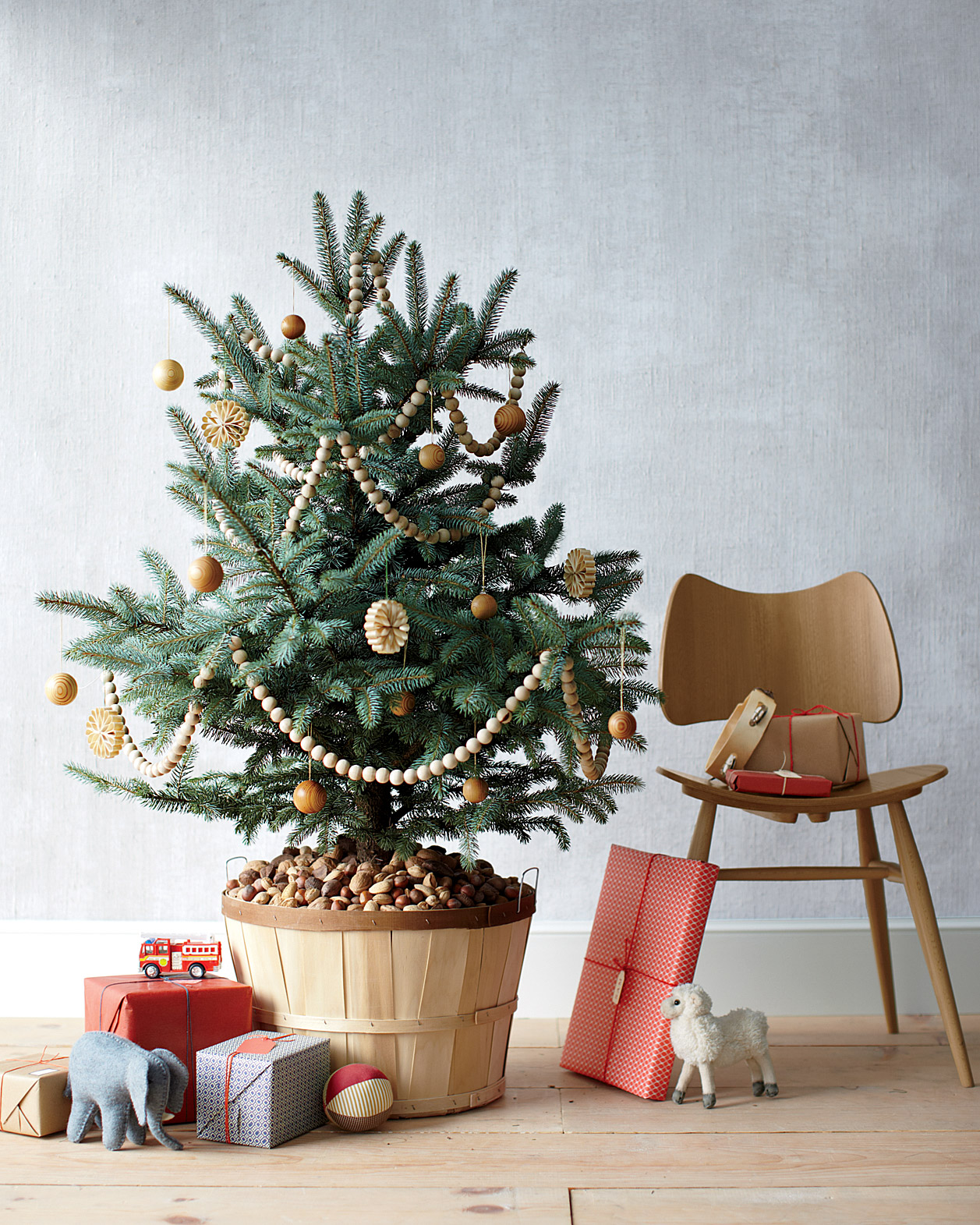 Learn How to Keep Your Christmas Tree Fresh for the Entire Month of December