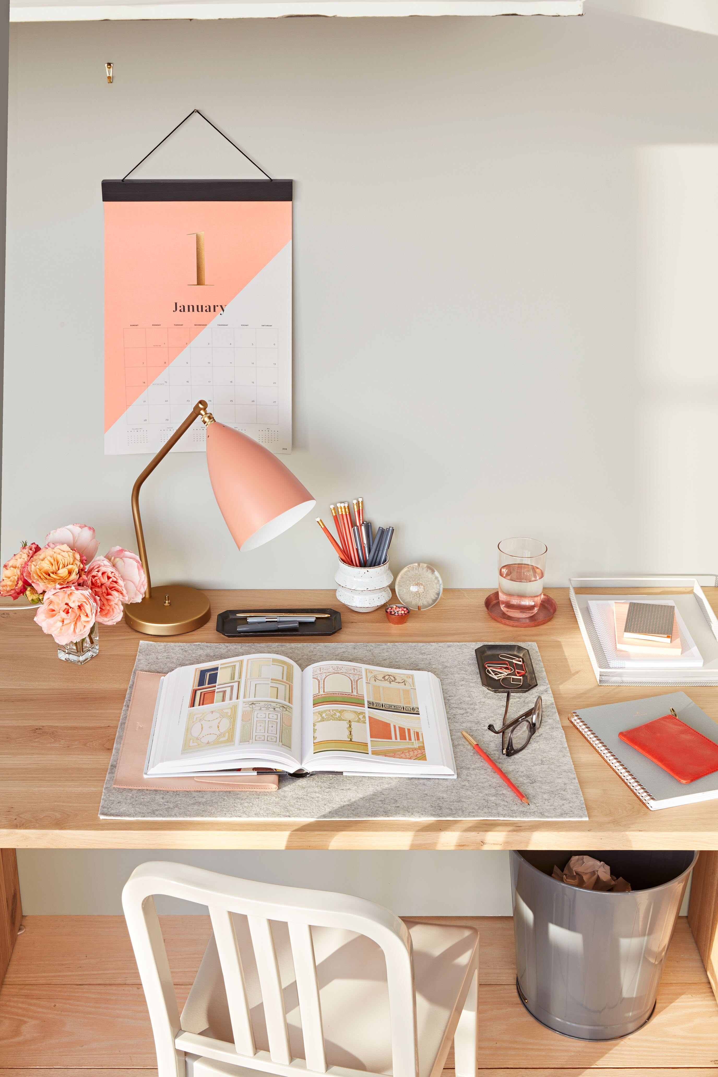 10 Small Space Decorating Ideas Perfect for Dorm Rooms ...