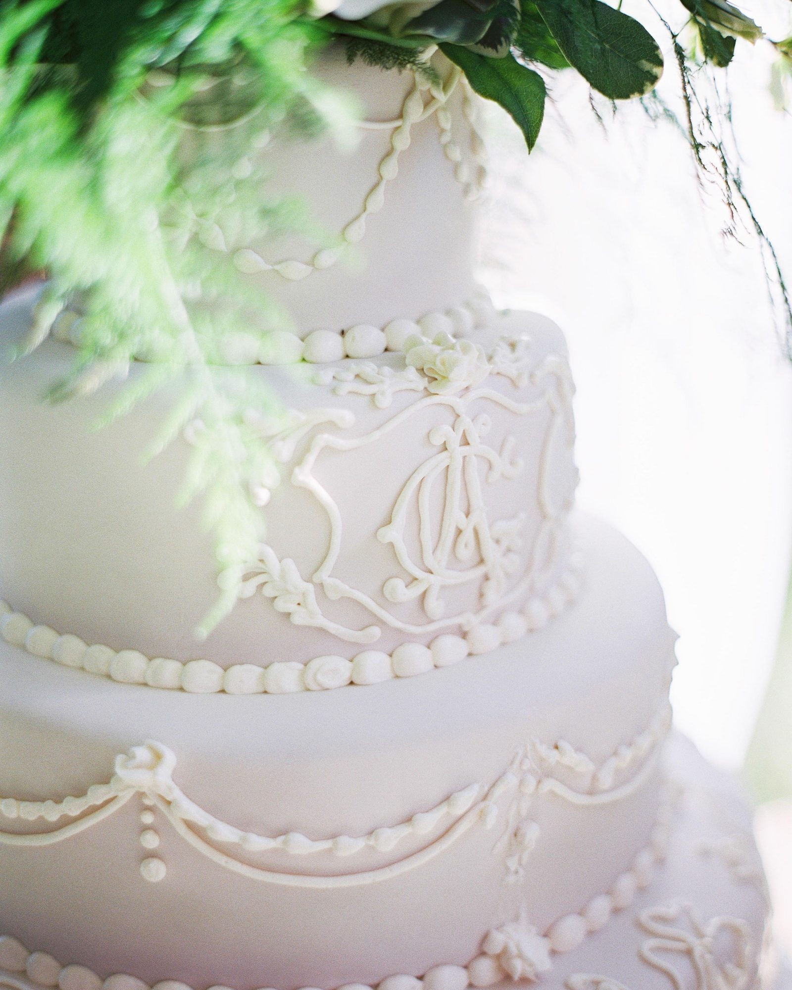 amy-garrison-wedding-cake-00718-6134266-0816.jpg