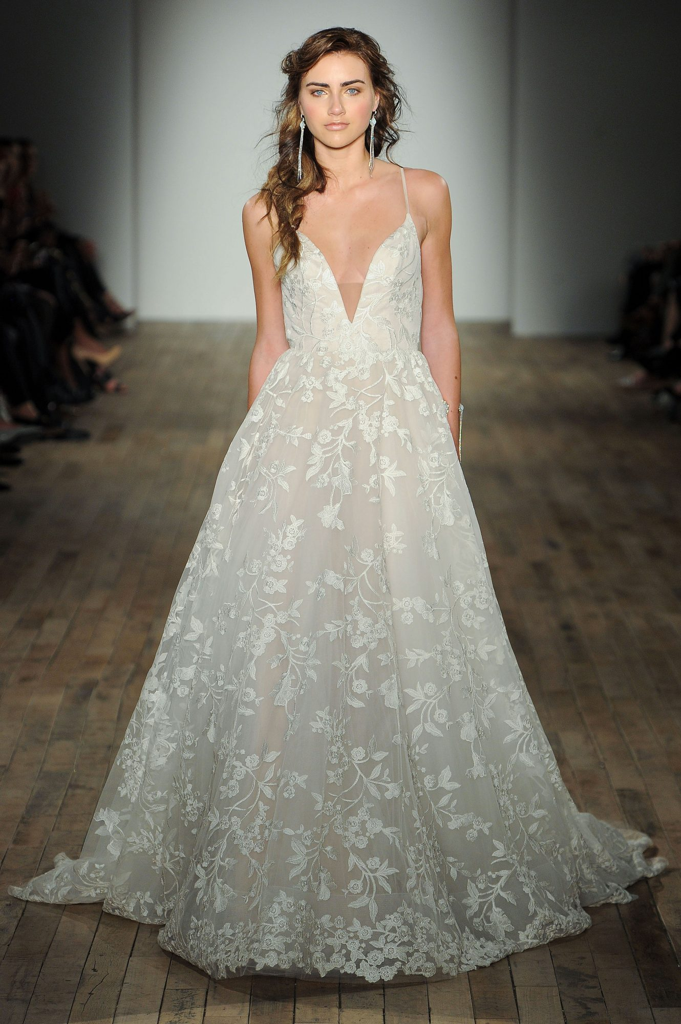 jim hjelm by hayley paige v-neck wedding dress spring 2018
