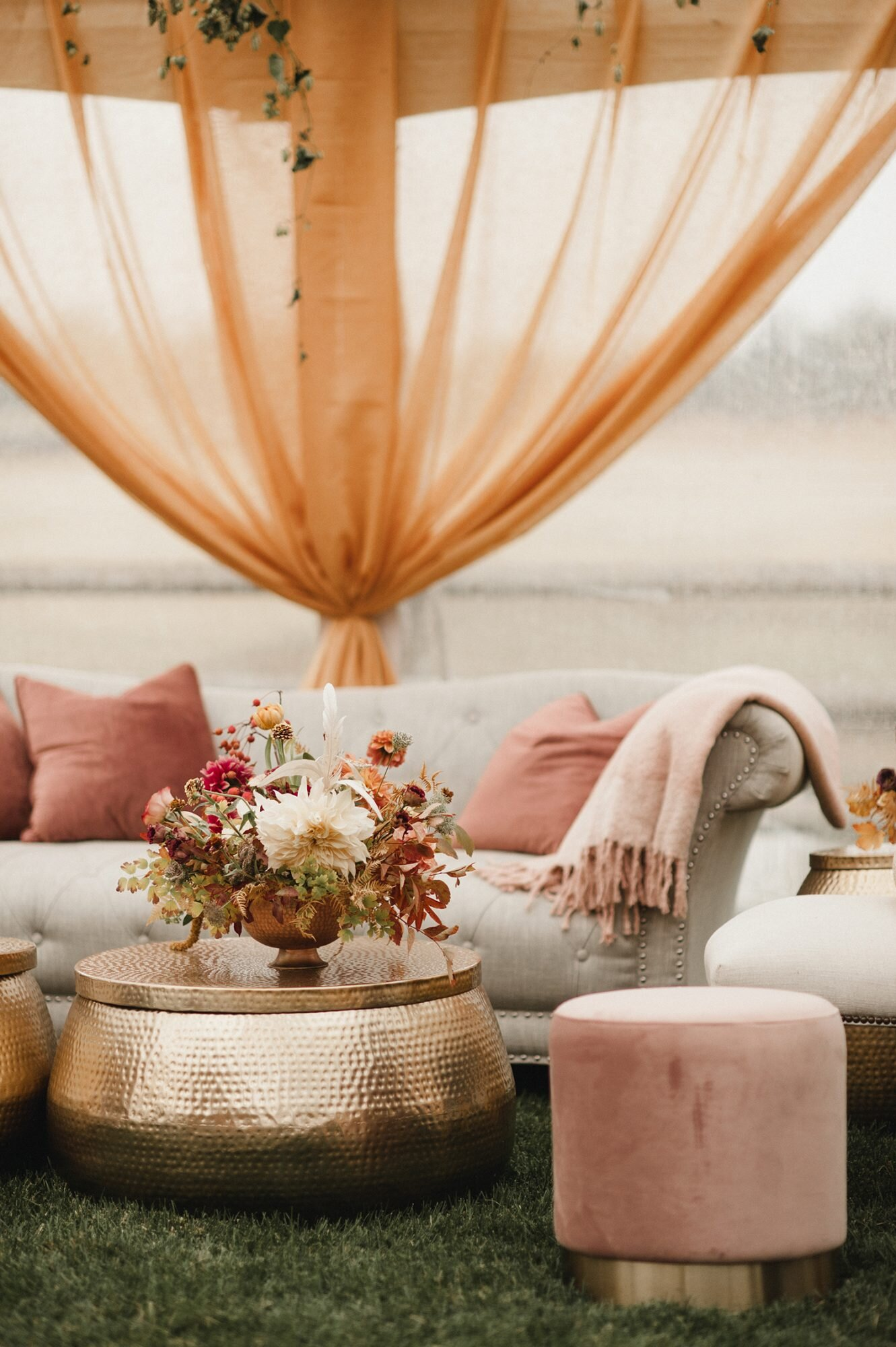 32 Wedding Lounge Ideas Your Guests Can Cozy Up To | Martha Stewart