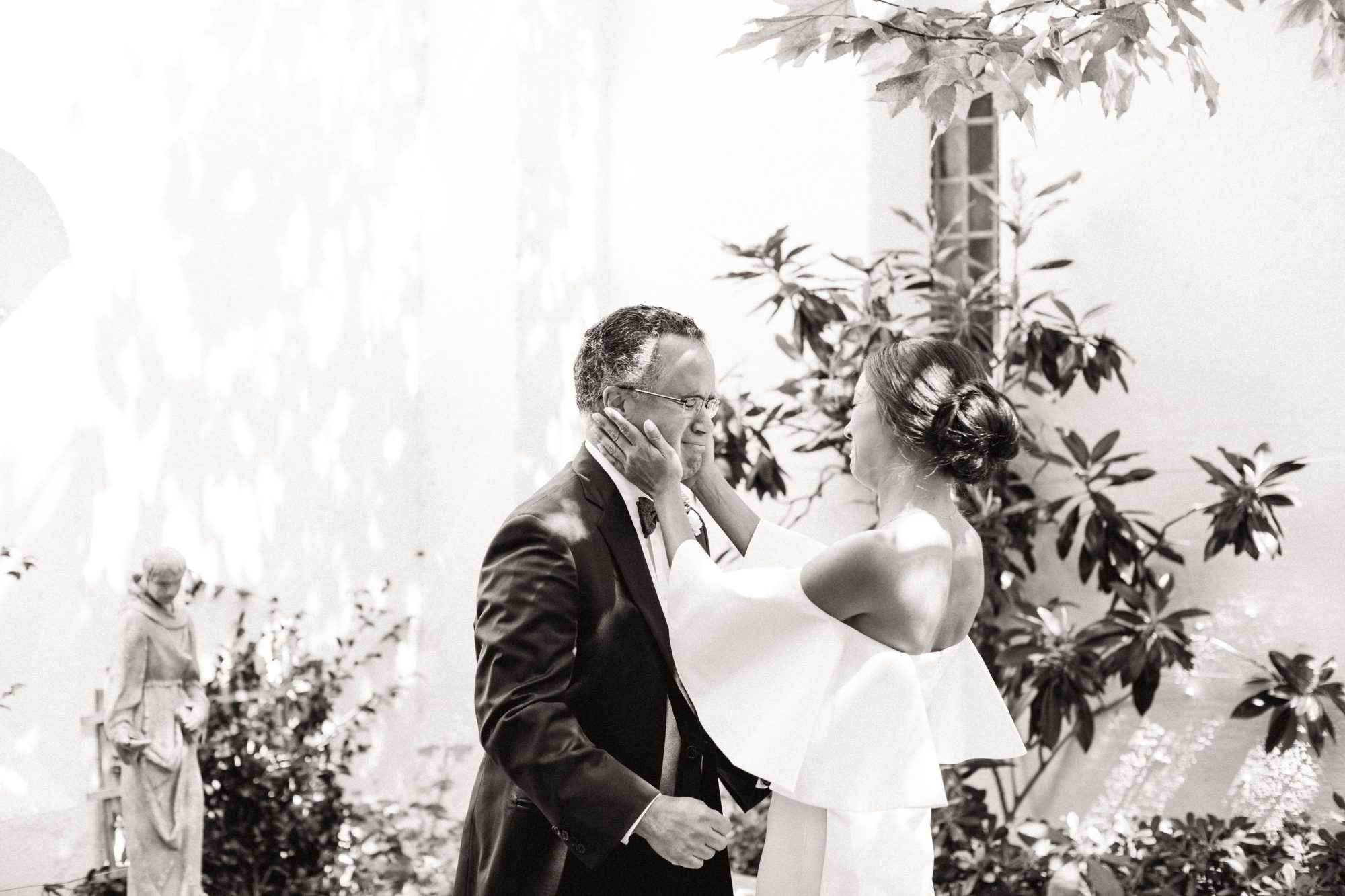 father daughter wedding moment crying
