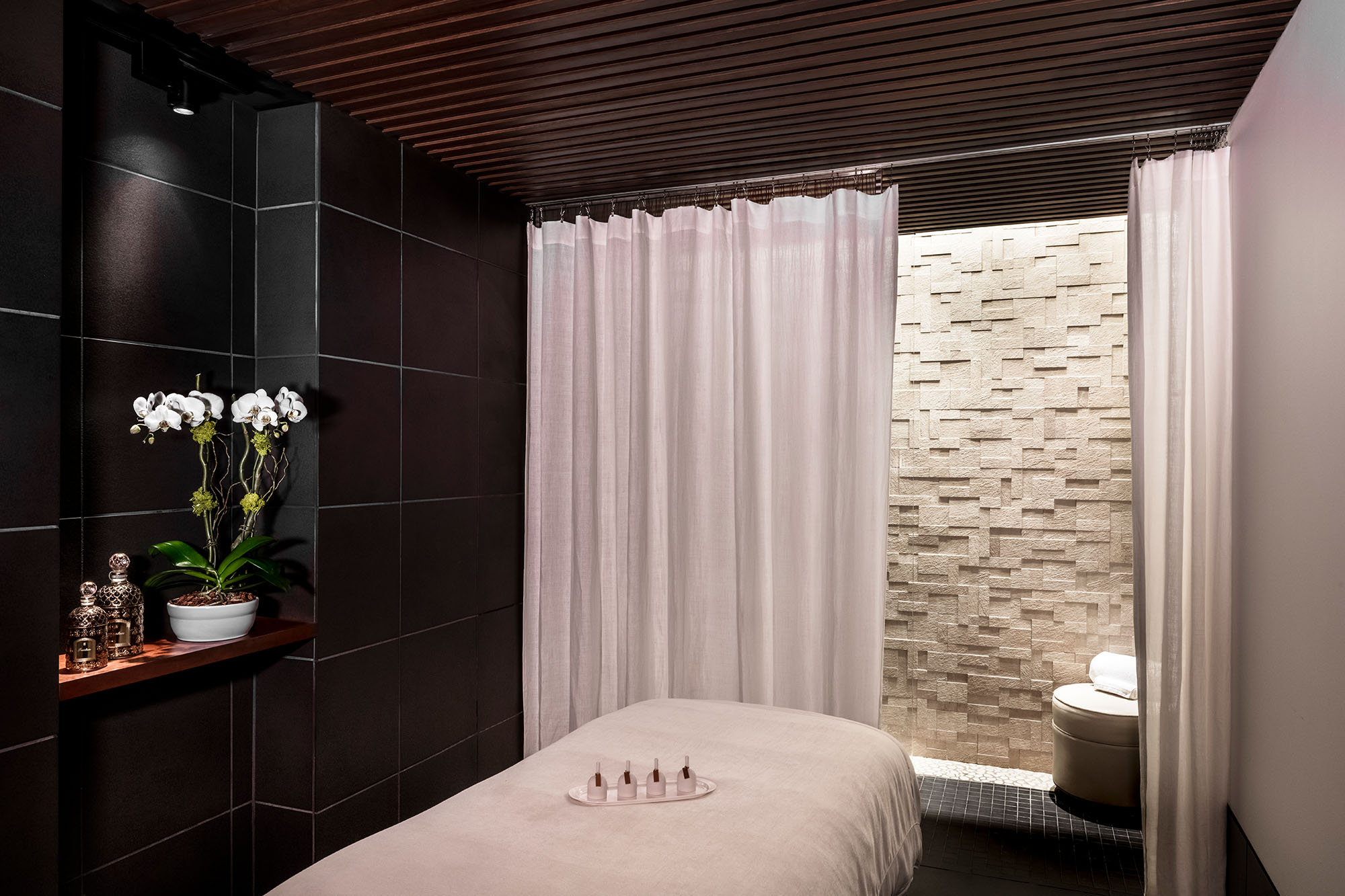 guerlain spa at the plaza treatment room
