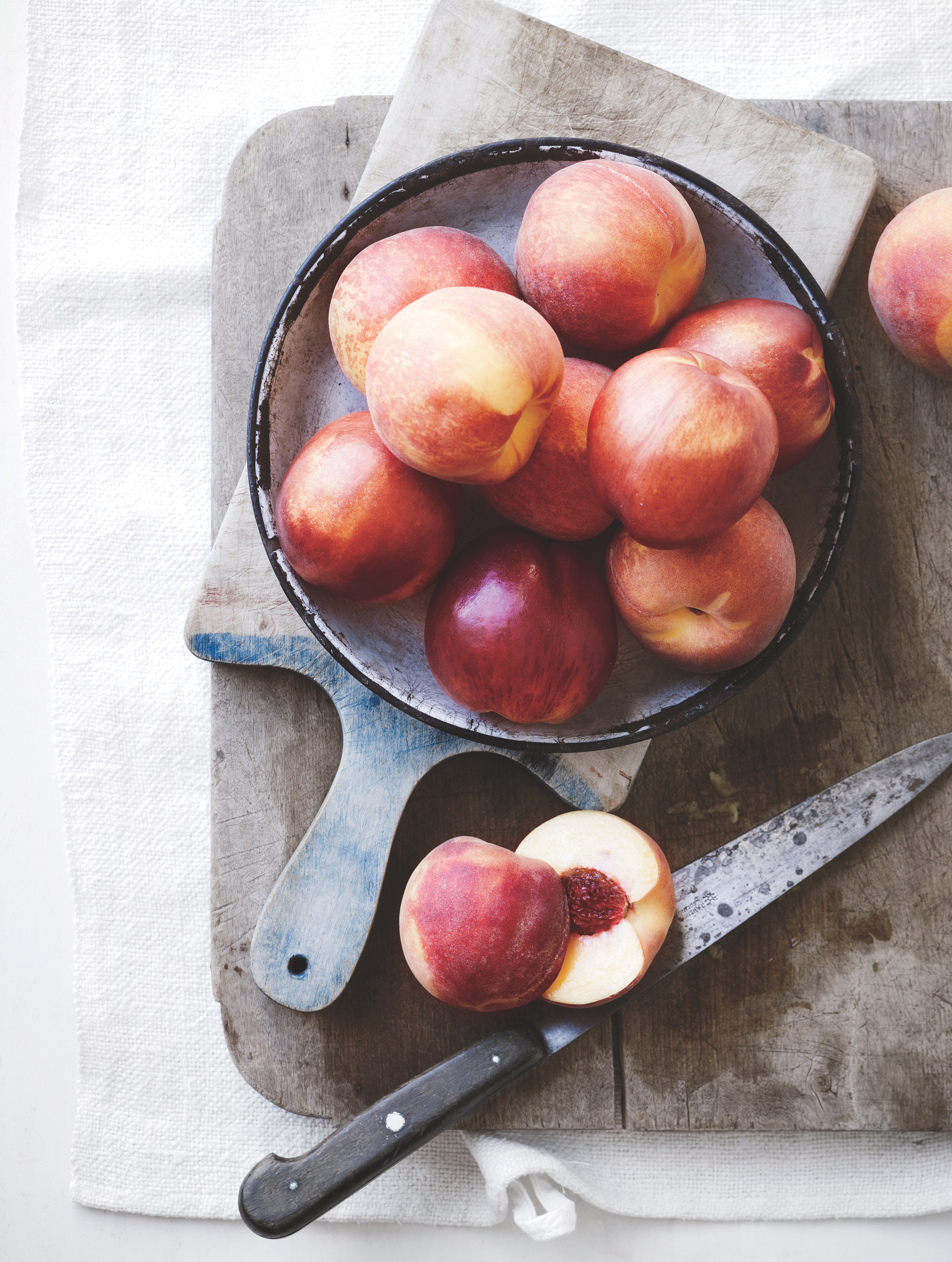 Nectarines with a knife