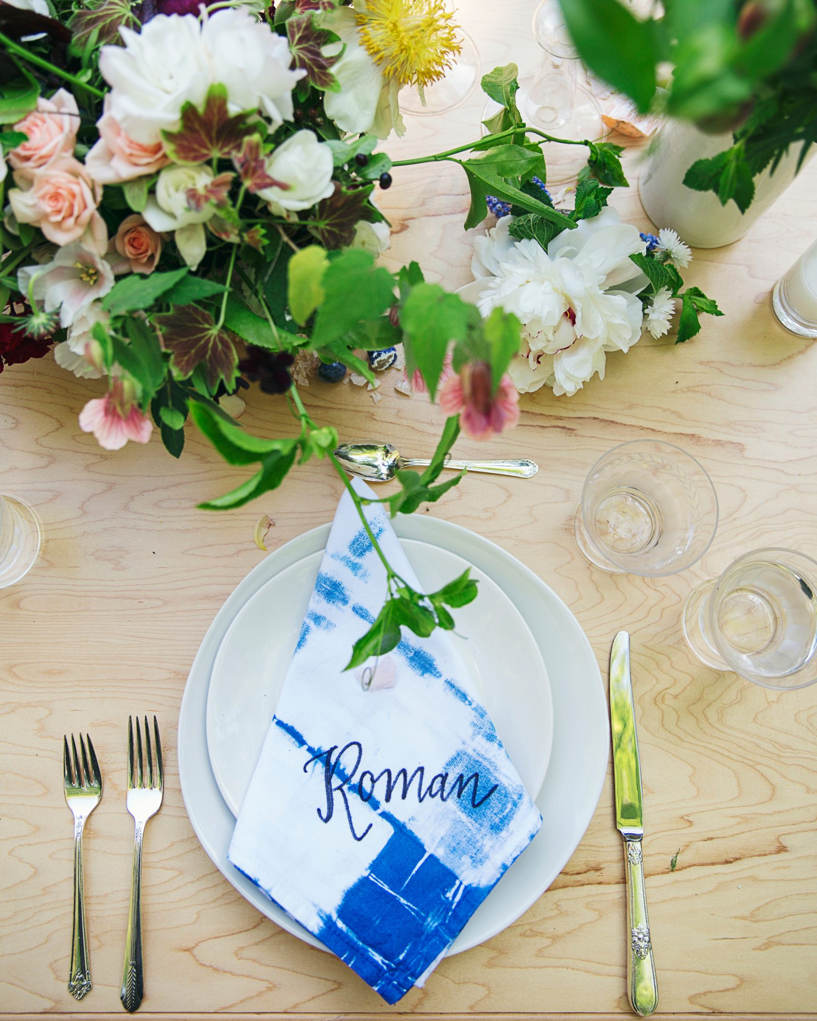 rosie-ambi-wedding-placesetting-4626-s112501-0116.jpg