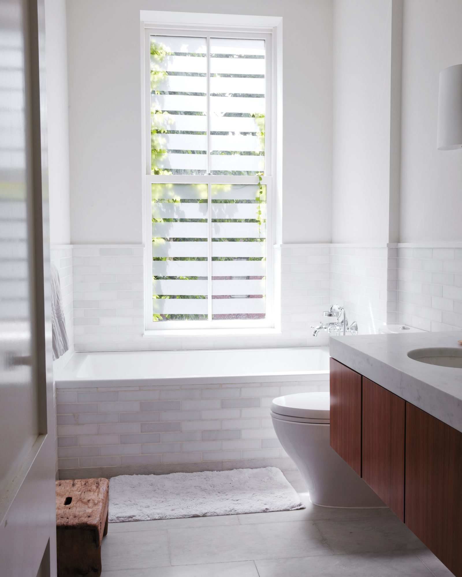 bathroom-windows-019-md110236.jpg