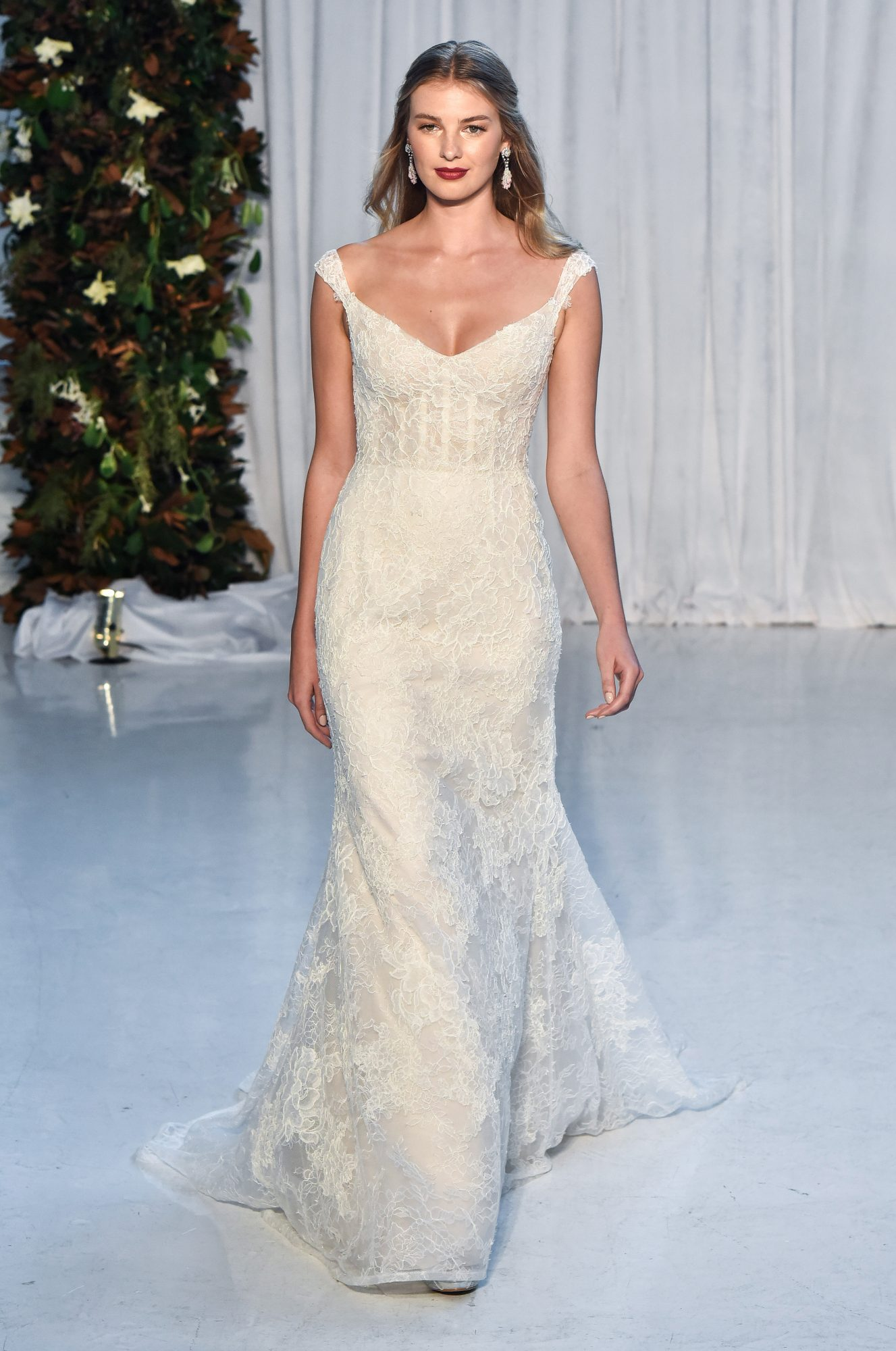 anne barge wedding dress fall 2018 cap sleeves lace romantic