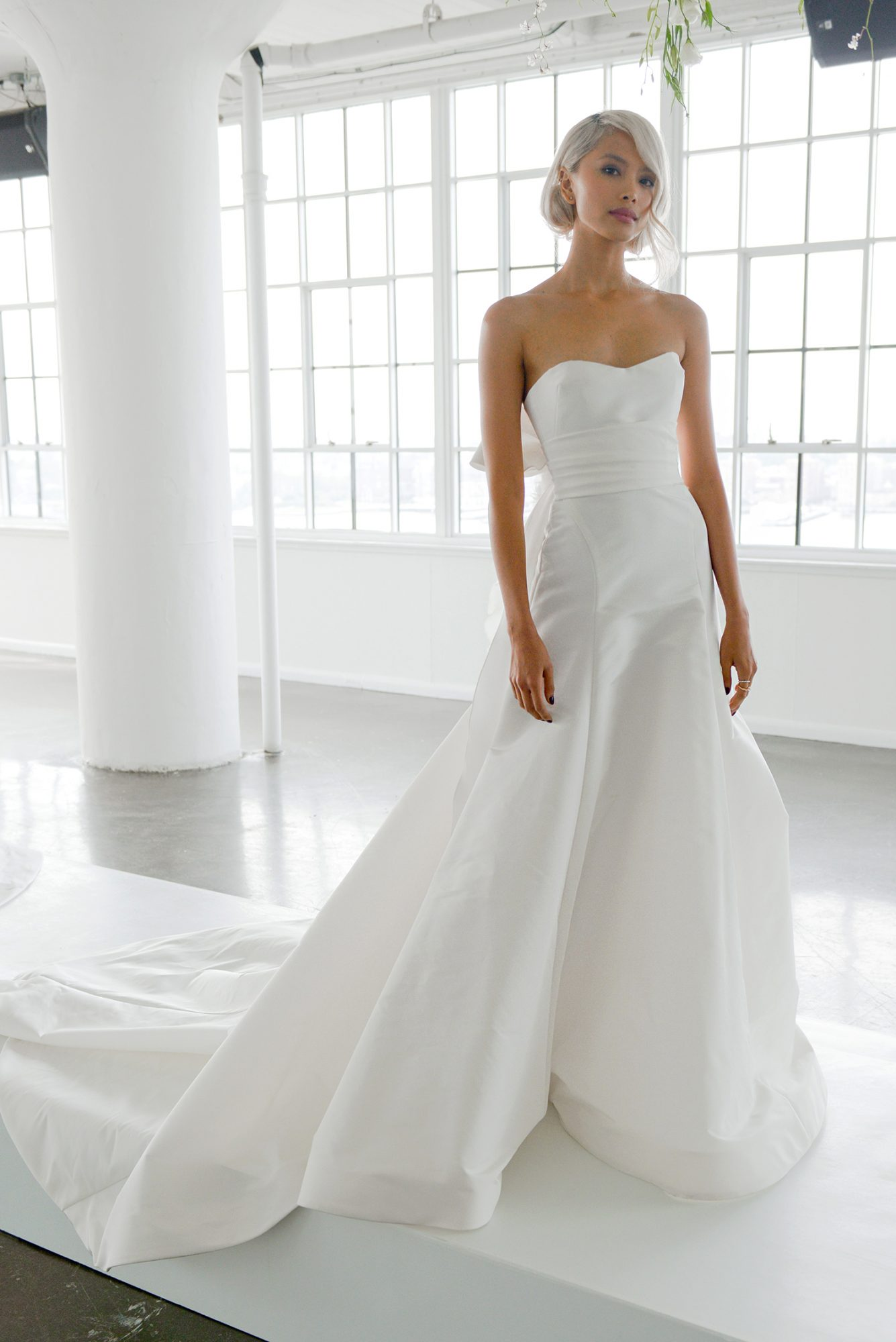 marchesa fall 2018 strapless sweetheart with sash